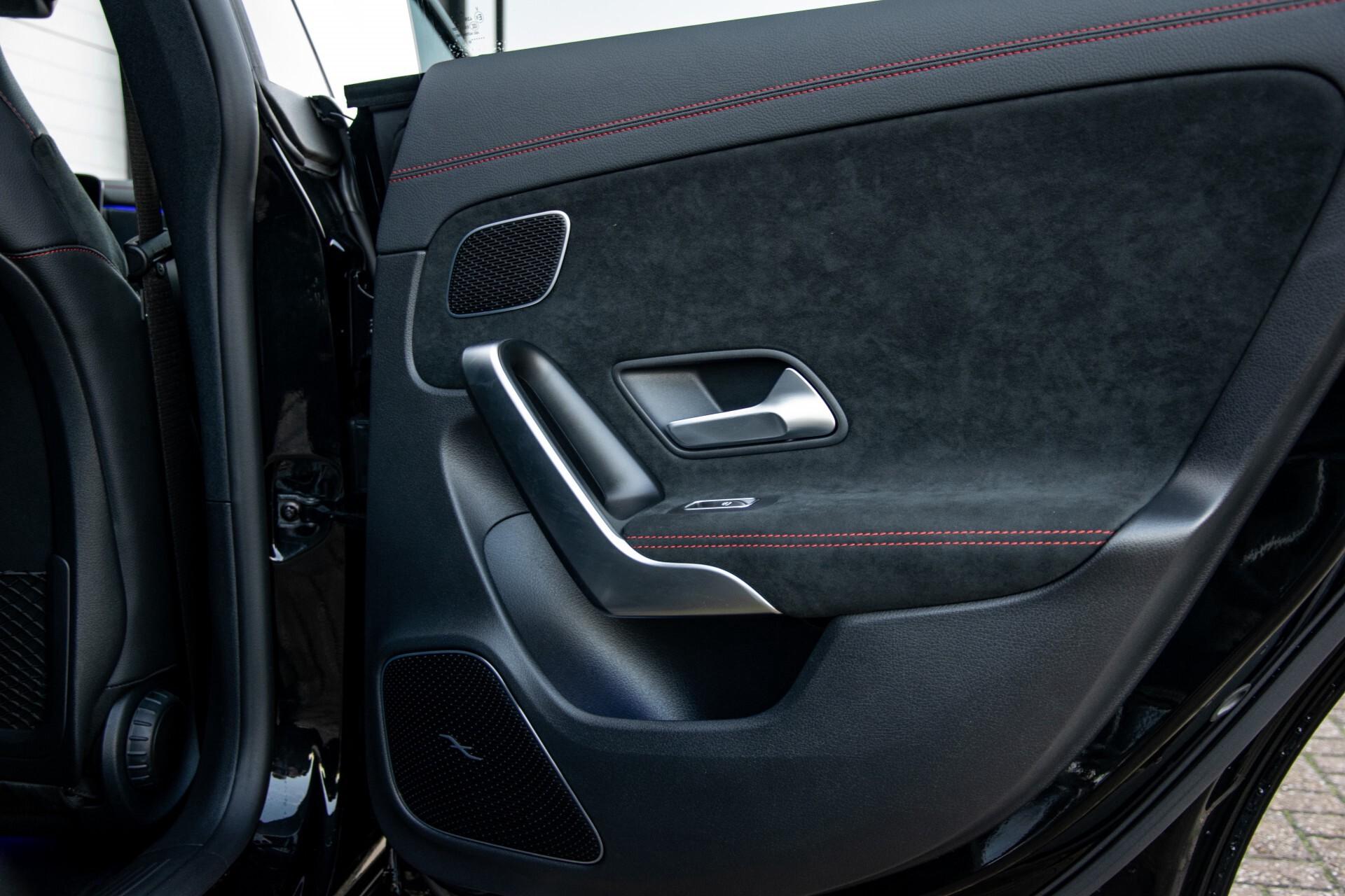 Mercedes-Benz CLA-Klasse Shooting Brake 250 AMG Panorama/Rij-assistentie/Burmester/Night Aut7 Foto 54