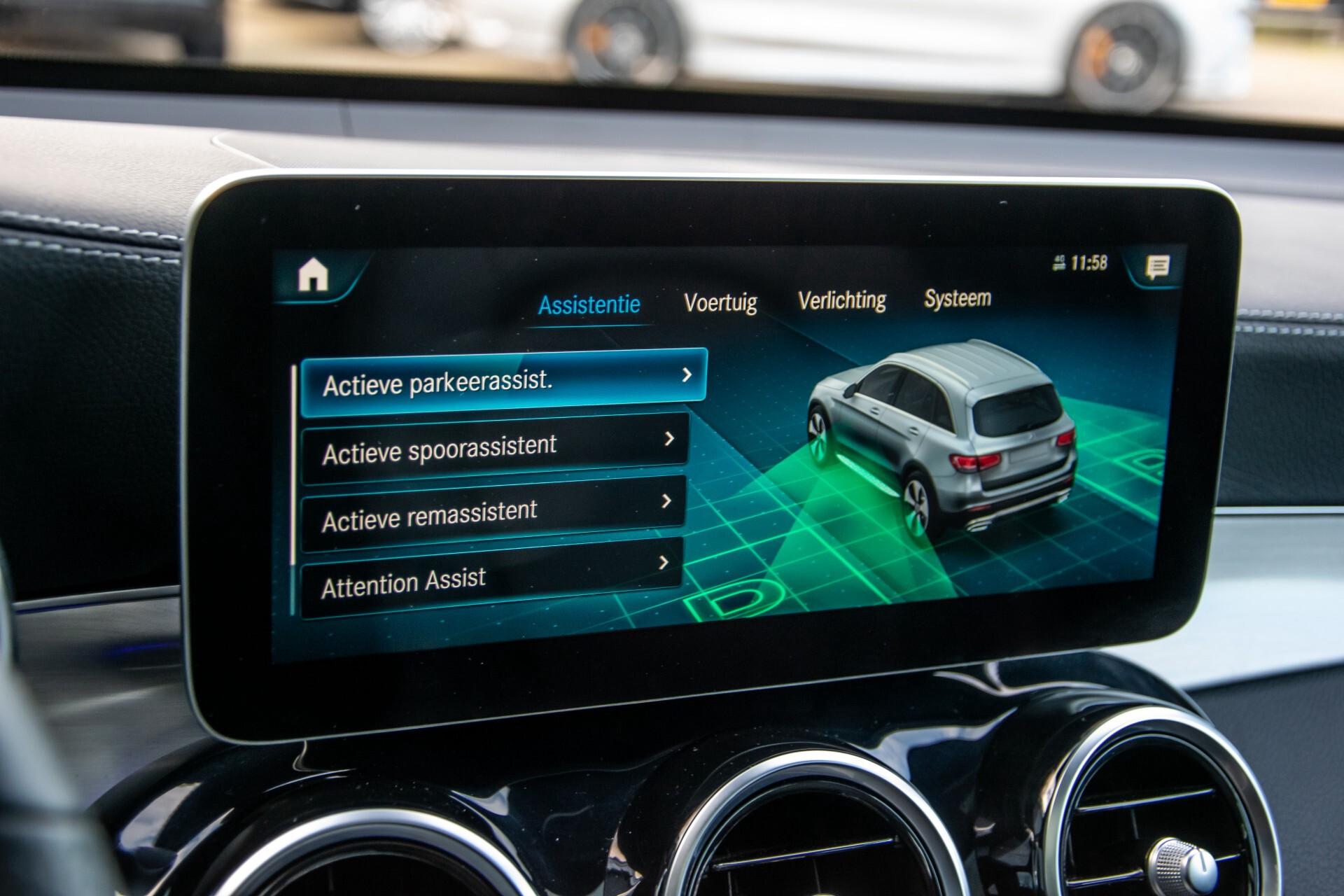 Mercedes-Benz GLC 300 4-M AMG Panorama/Keyless/Assistentiepakket/MBUX//Wegkl-trekhaak Aut9 Foto 25