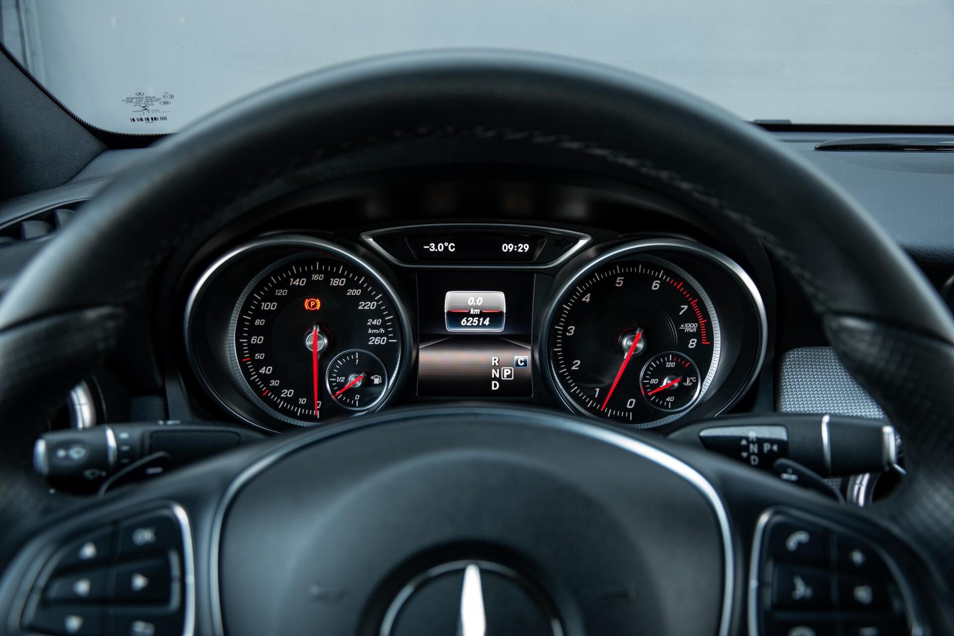 Mercedes-Benz CLA-Klasse 180 Urban Mediadisplay/Stoelverwarming/LED Aut7 Foto 12