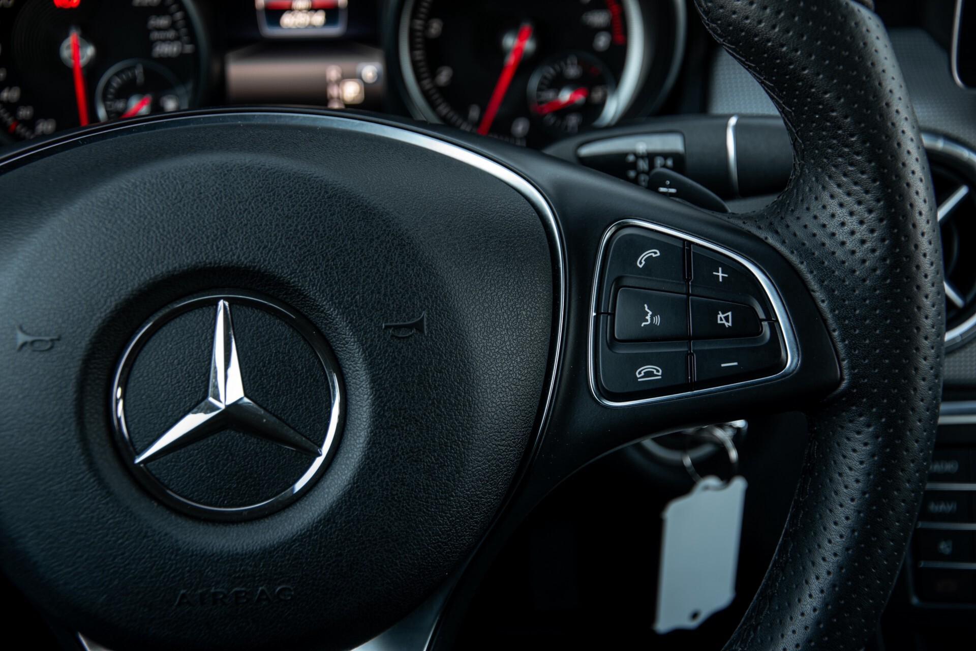 Mercedes-Benz CLA-Klasse 180 Urban Mediadisplay/Stoelverwarming/LED Aut7 Foto 15