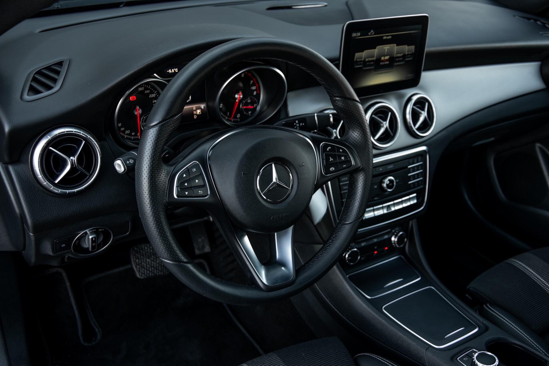 Mercedes-Benz CLA-Klasse 180 Urban Mediadisplay/Stoelverwarming/LED Aut7 Foto 16