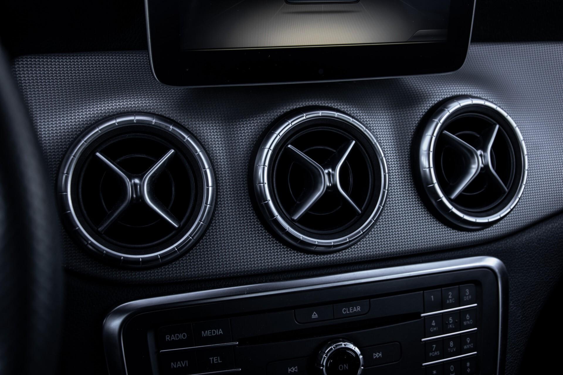 Mercedes-Benz CLA-Klasse 180 Urban Mediadisplay/Stoelverwarming/LED Aut7 Foto 20
