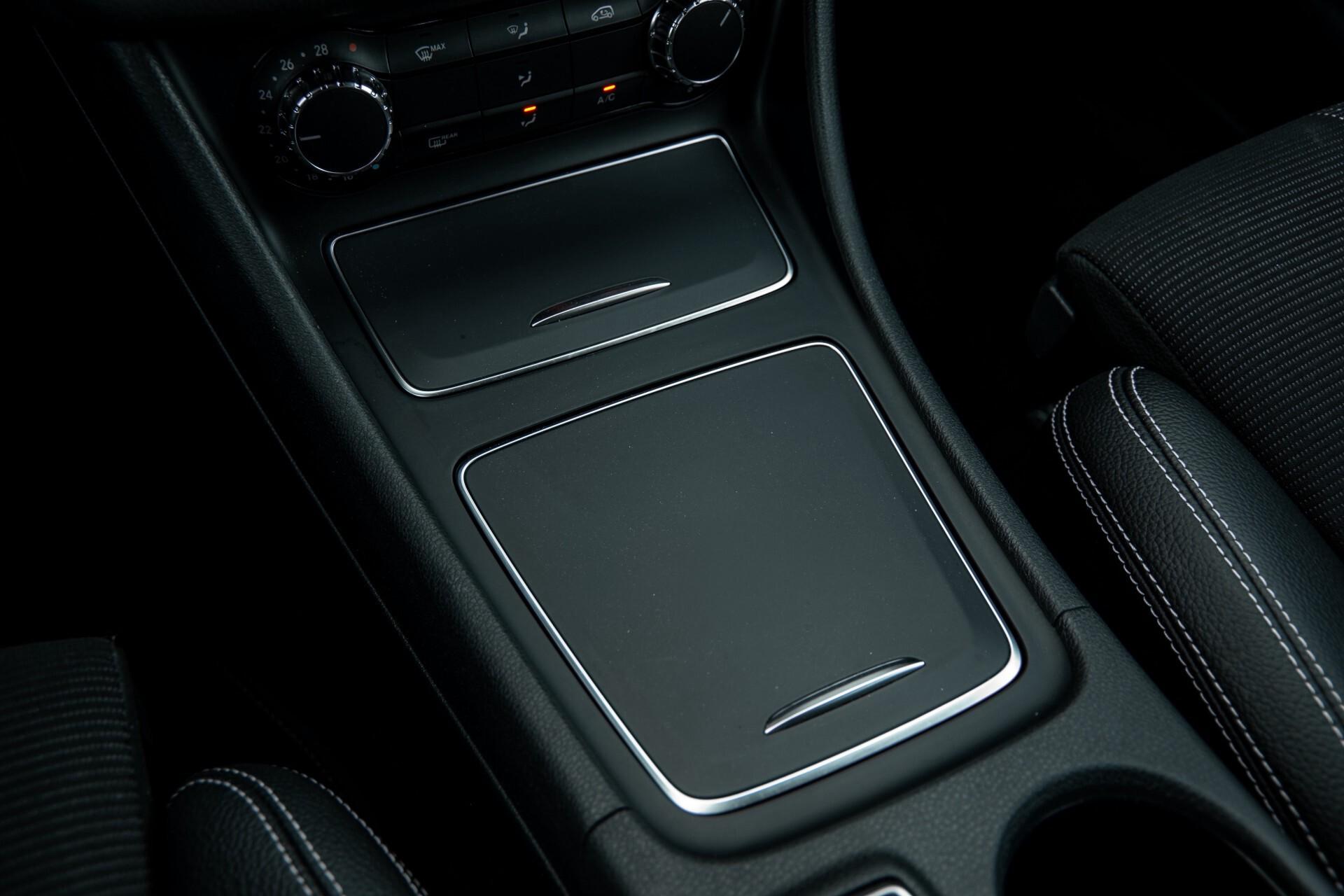 Mercedes-Benz CLA-Klasse 180 Urban Mediadisplay/Stoelverwarming/LED Aut7 Foto 26