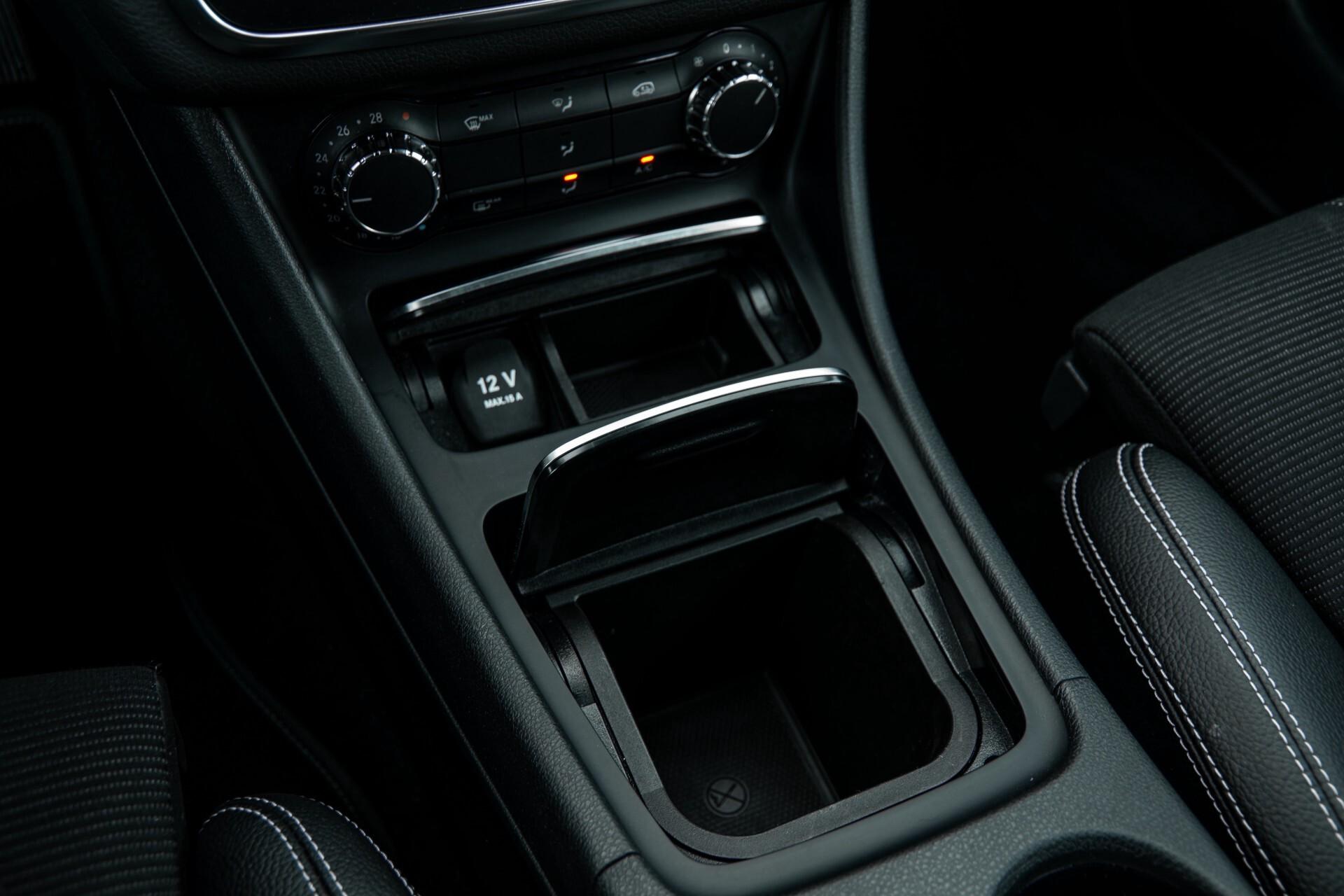 Mercedes-Benz CLA-Klasse 180 Urban Mediadisplay/Stoelverwarming/LED Aut7 Foto 28