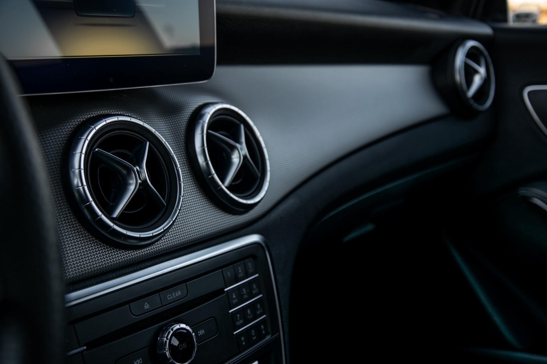Mercedes-Benz CLA-Klasse 180 Urban Mediadisplay/Stoelverwarming/LED Aut7 Foto 29