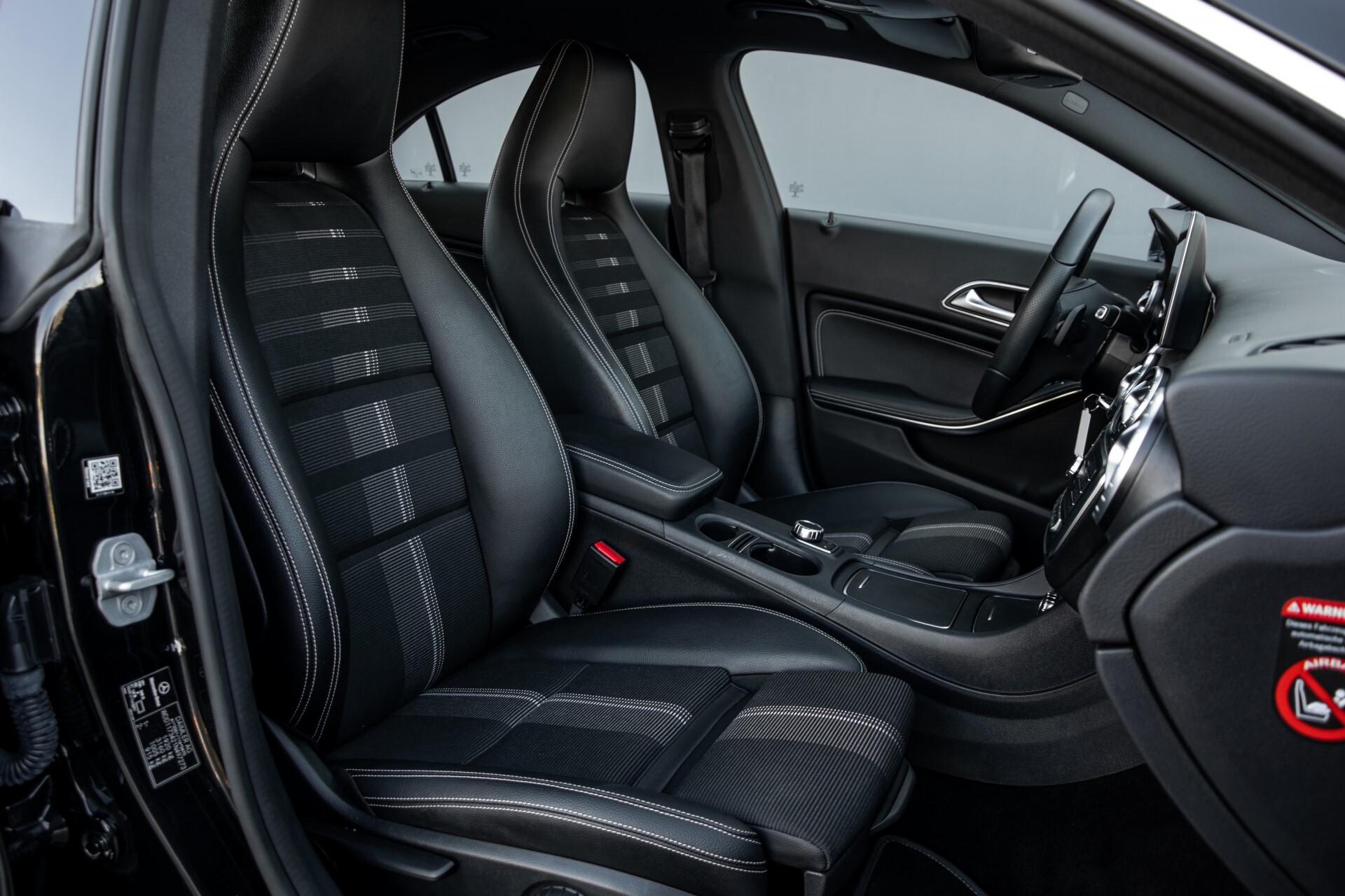 Mercedes-Benz CLA-Klasse 180 Urban Mediadisplay/Stoelverwarming/LED Aut7 Foto 3