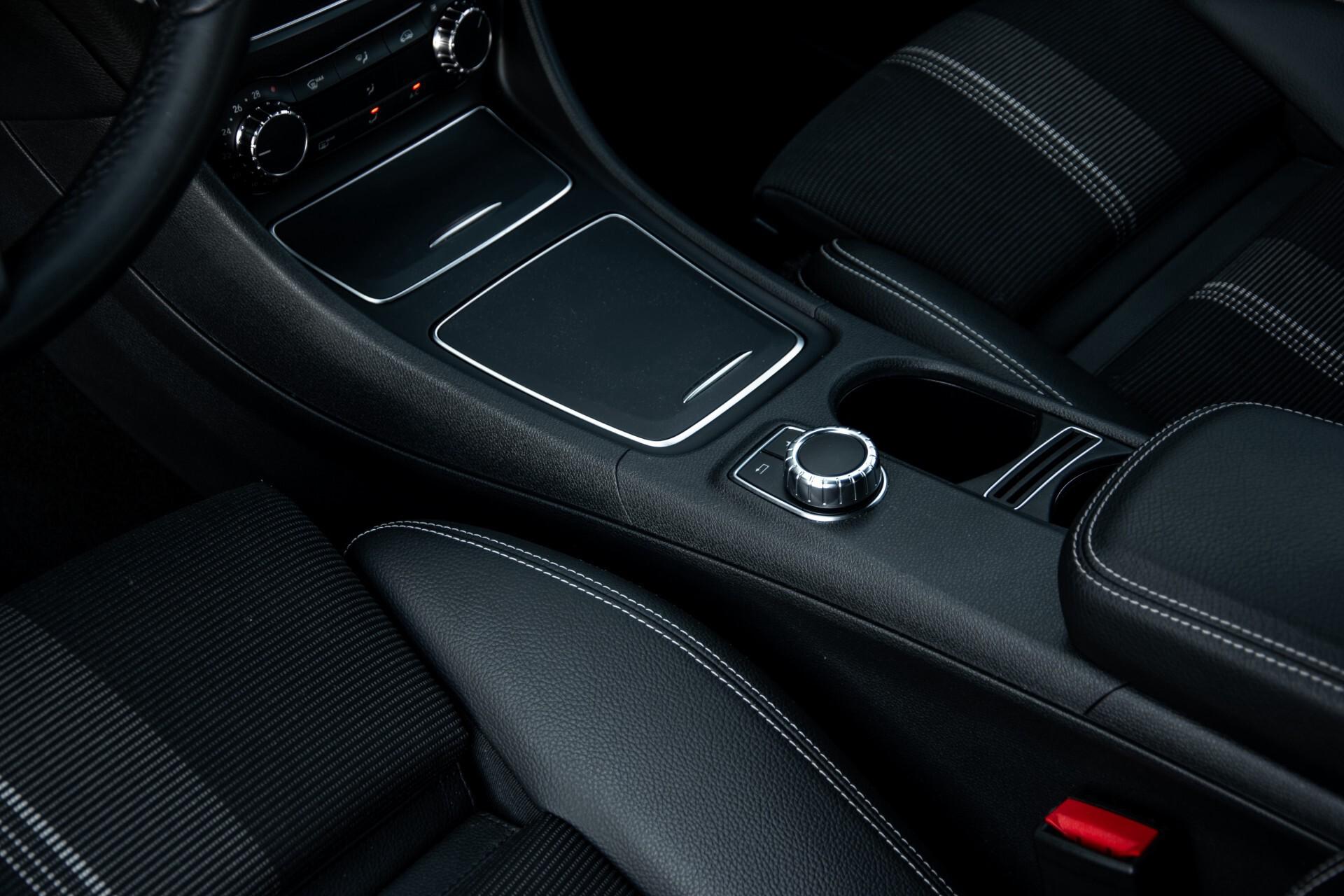 Mercedes-Benz CLA-Klasse 180 Urban Mediadisplay/Stoelverwarming/LED Aut7 Foto 32