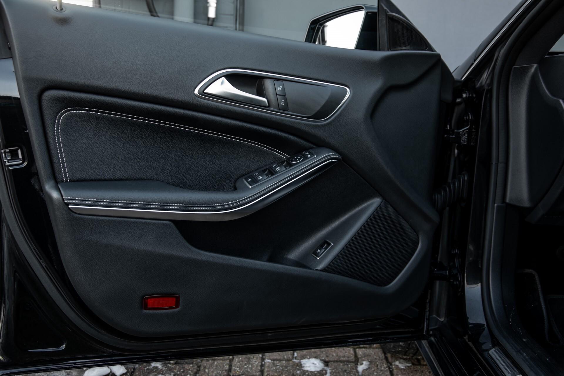 Mercedes-Benz CLA-Klasse 180 Urban Mediadisplay/Stoelverwarming/LED Aut7 Foto 33