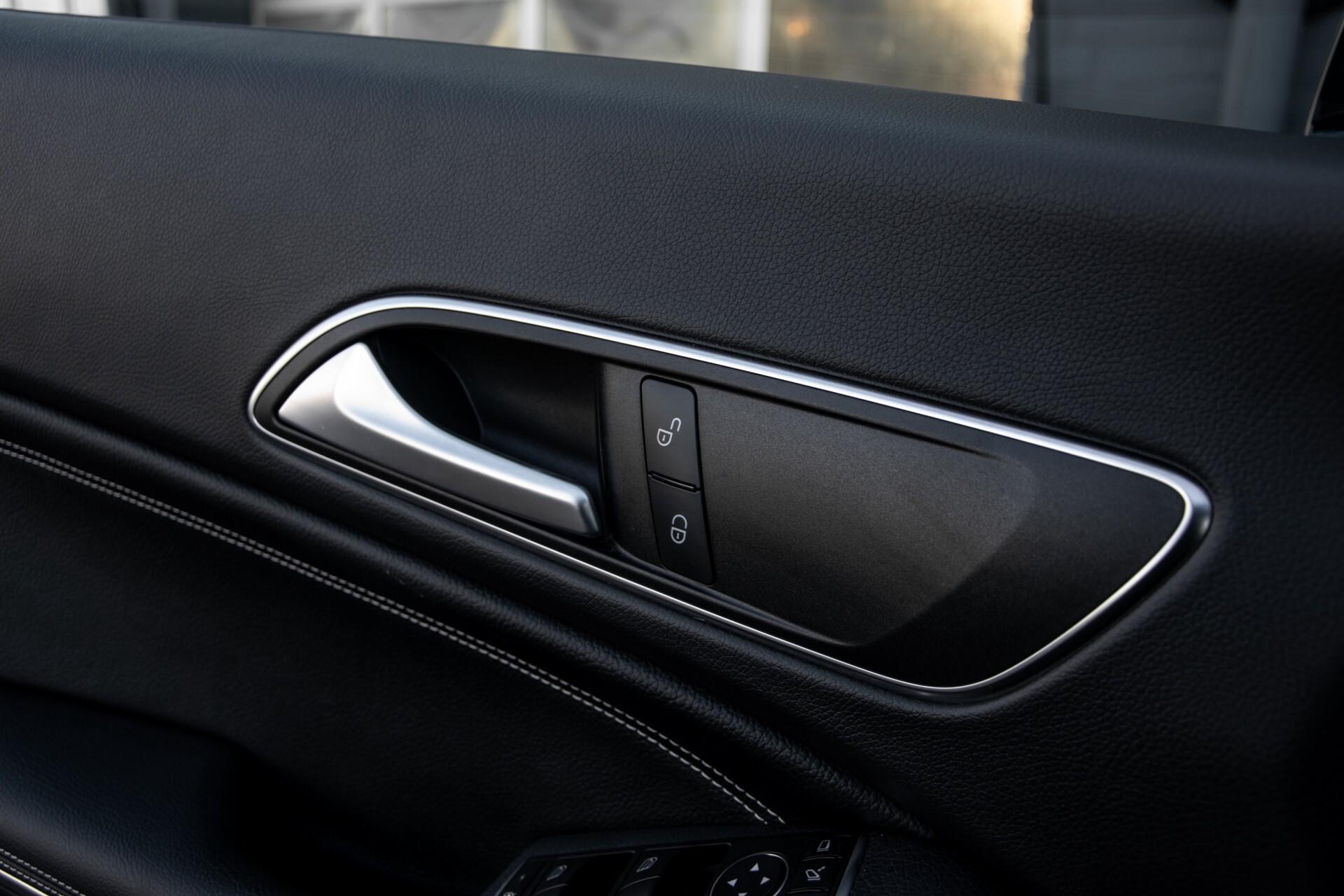 Mercedes-Benz CLA-Klasse 180 Urban Mediadisplay/Stoelverwarming/LED Aut7 Foto 36