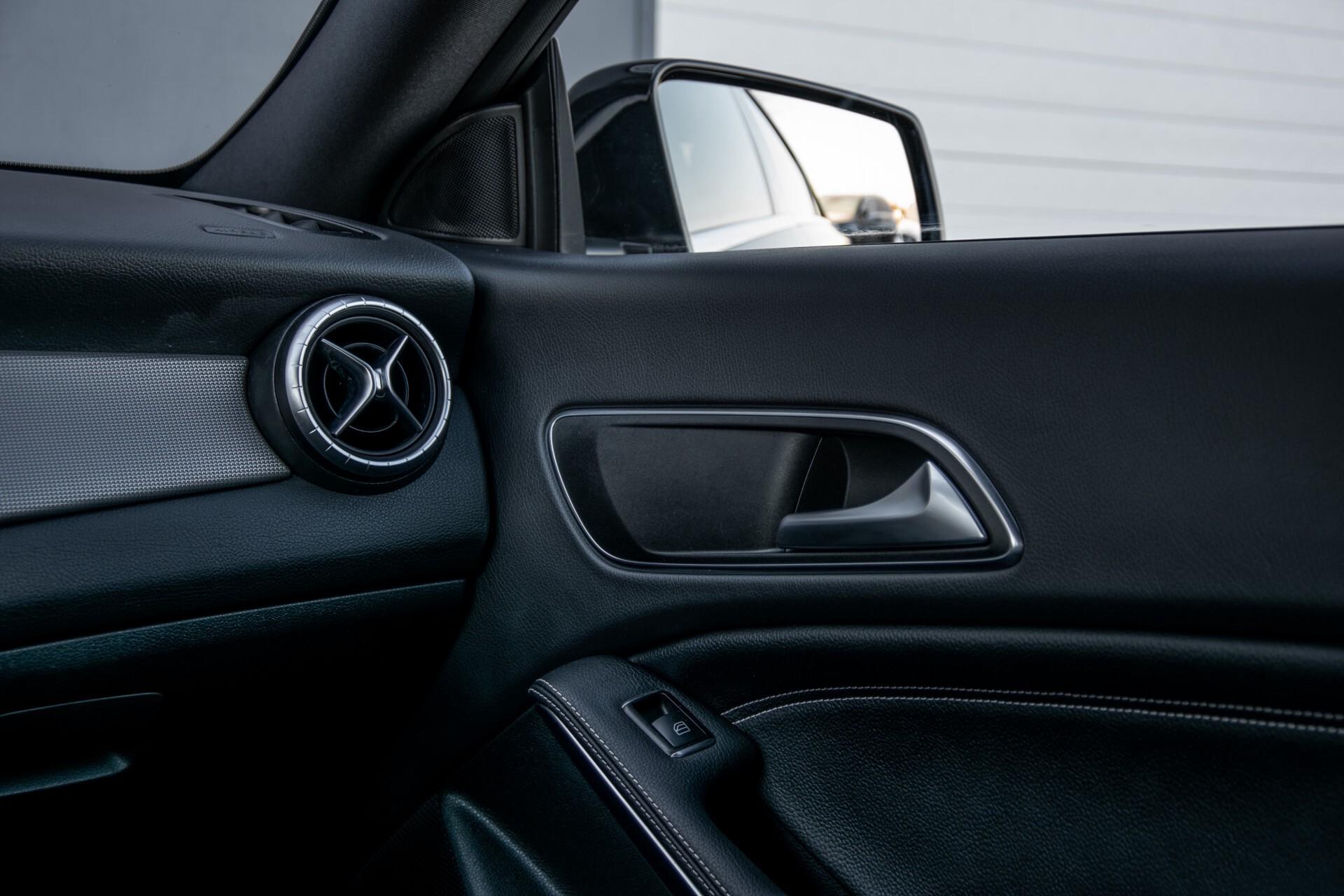 Mercedes-Benz CLA-Klasse 180 Urban Mediadisplay/Stoelverwarming/LED Aut7 Foto 39