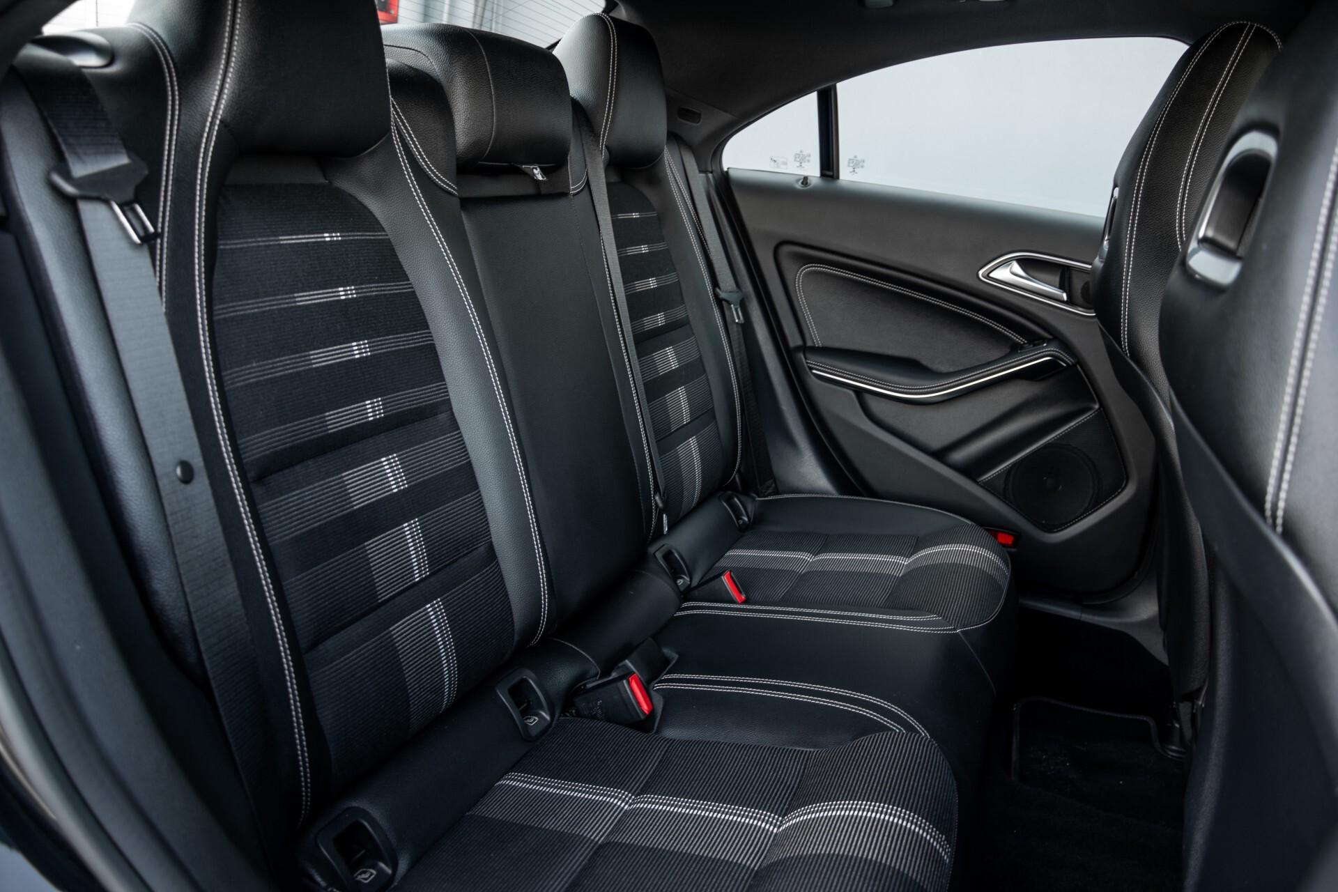 Mercedes-Benz CLA-Klasse 180 Urban Mediadisplay/Stoelverwarming/LED Aut7 Foto 4