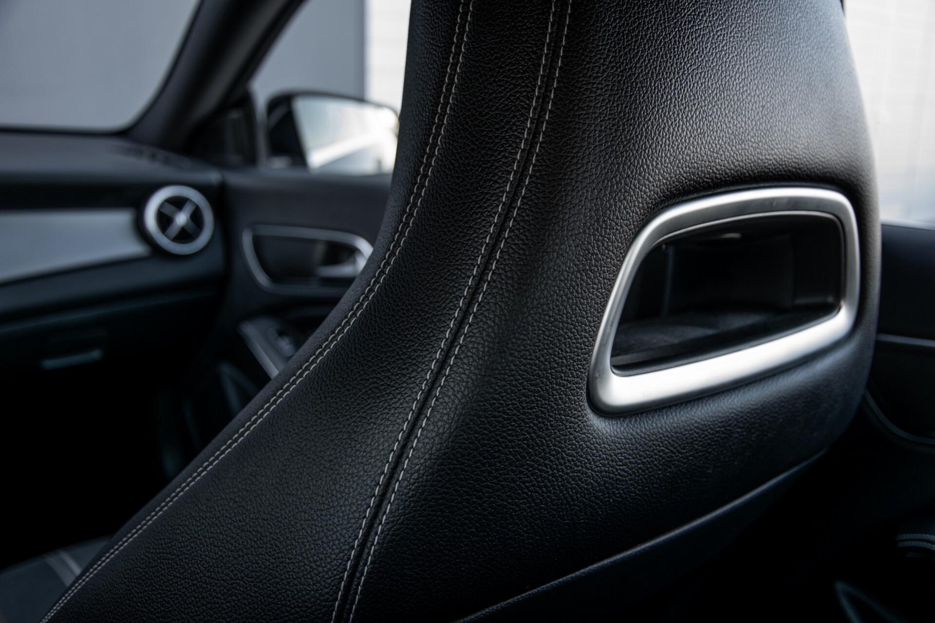 Mercedes-Benz CLA-Klasse 180 Urban Mediadisplay/Stoelverwarming/LED Aut7 Foto 41