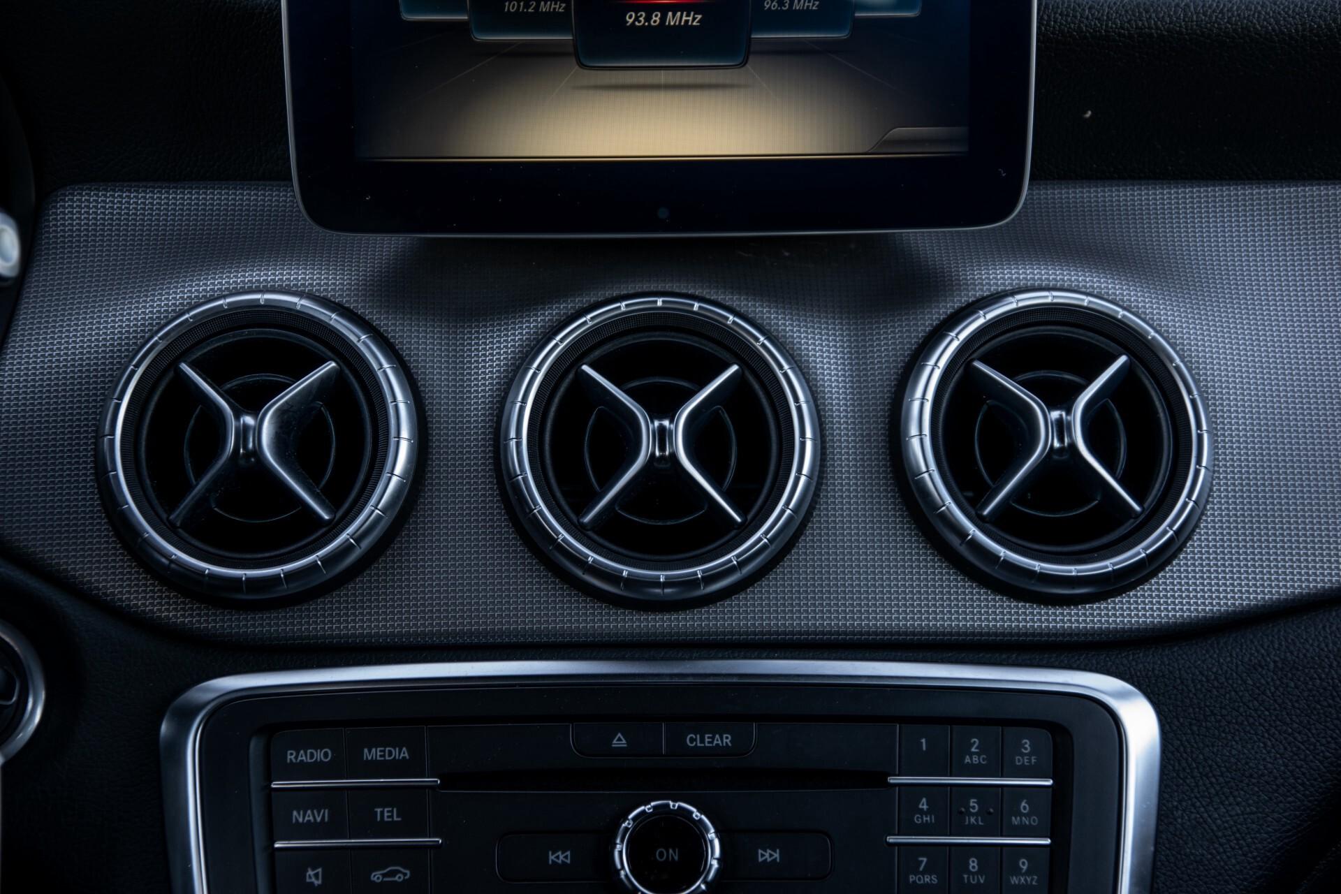 Mercedes-Benz CLA-Klasse 180 Urban Mediadisplay/Stoelverwarming/LED Aut7 Foto 43