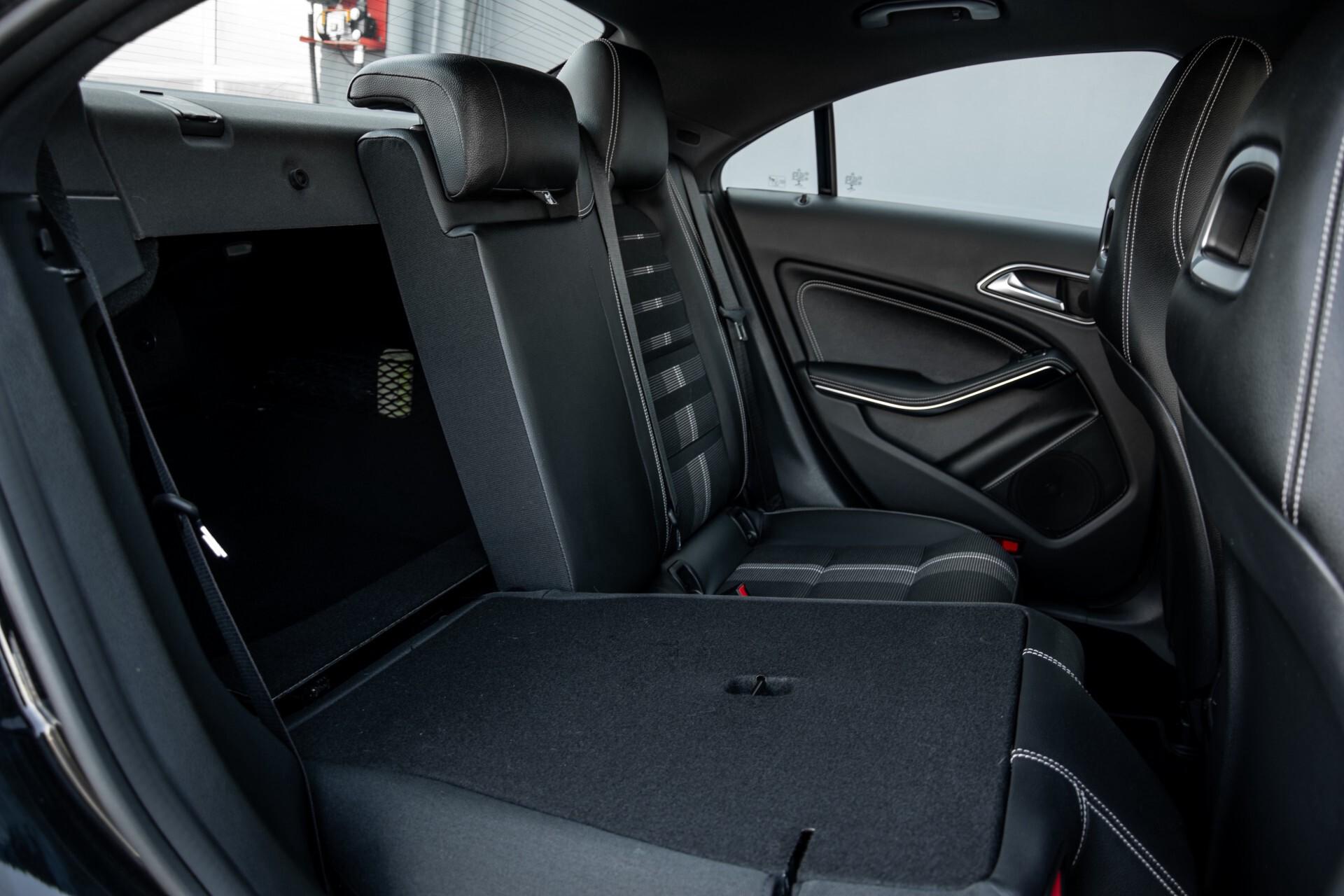 Mercedes-Benz CLA-Klasse 180 Urban Mediadisplay/Stoelverwarming/LED Aut7 Foto 5