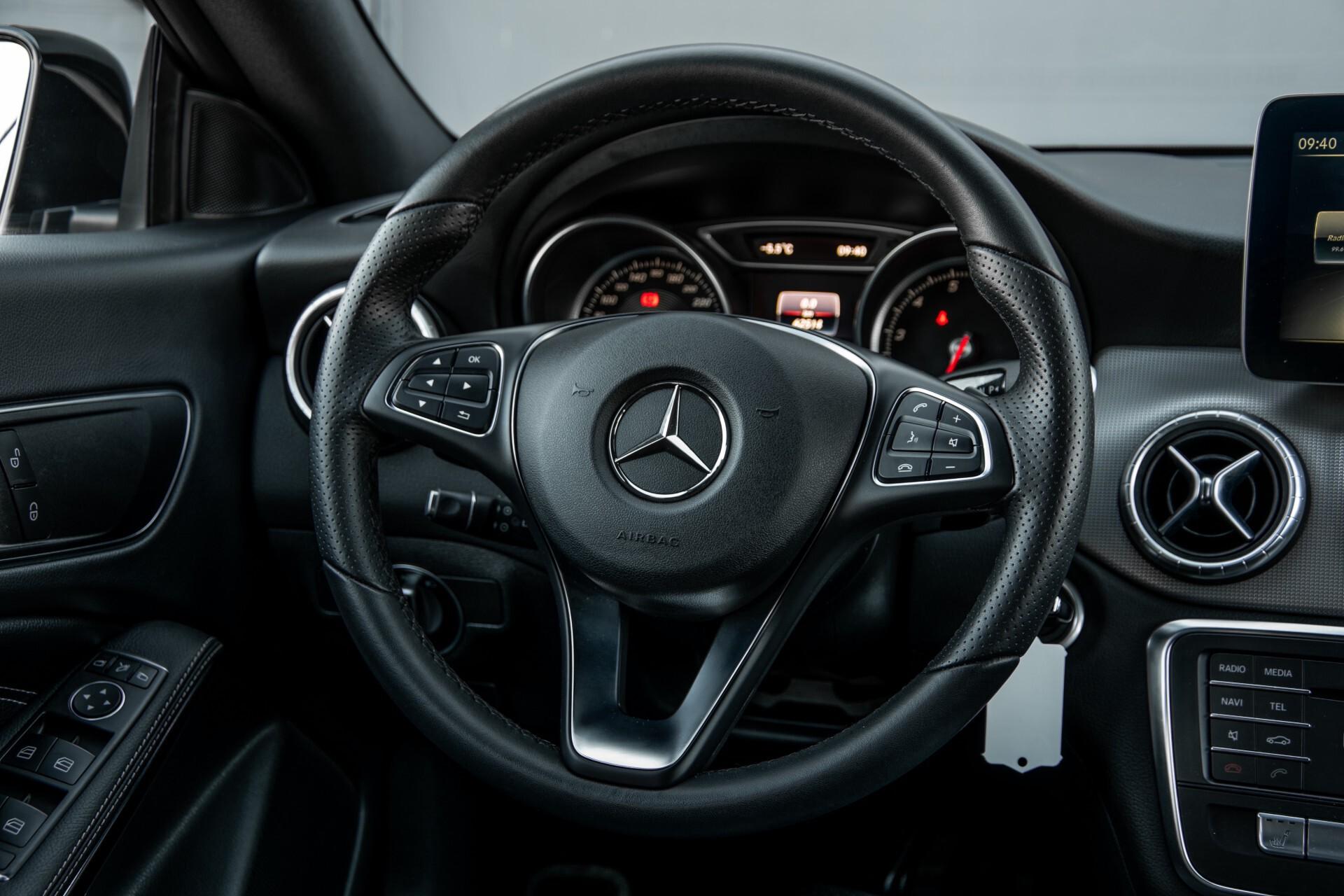 Mercedes-Benz CLA-Klasse 180 Urban Mediadisplay/Stoelverwarming/LED Aut7 Foto 6
