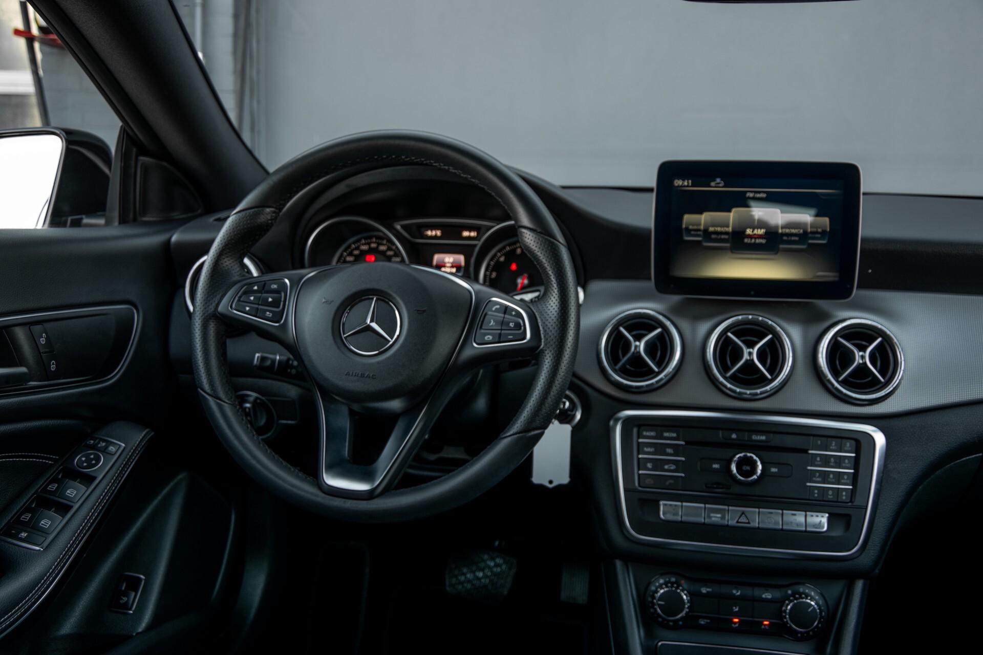 Mercedes-Benz CLA-Klasse 180 Urban Mediadisplay/Stoelverwarming/LED Aut7 Foto 7