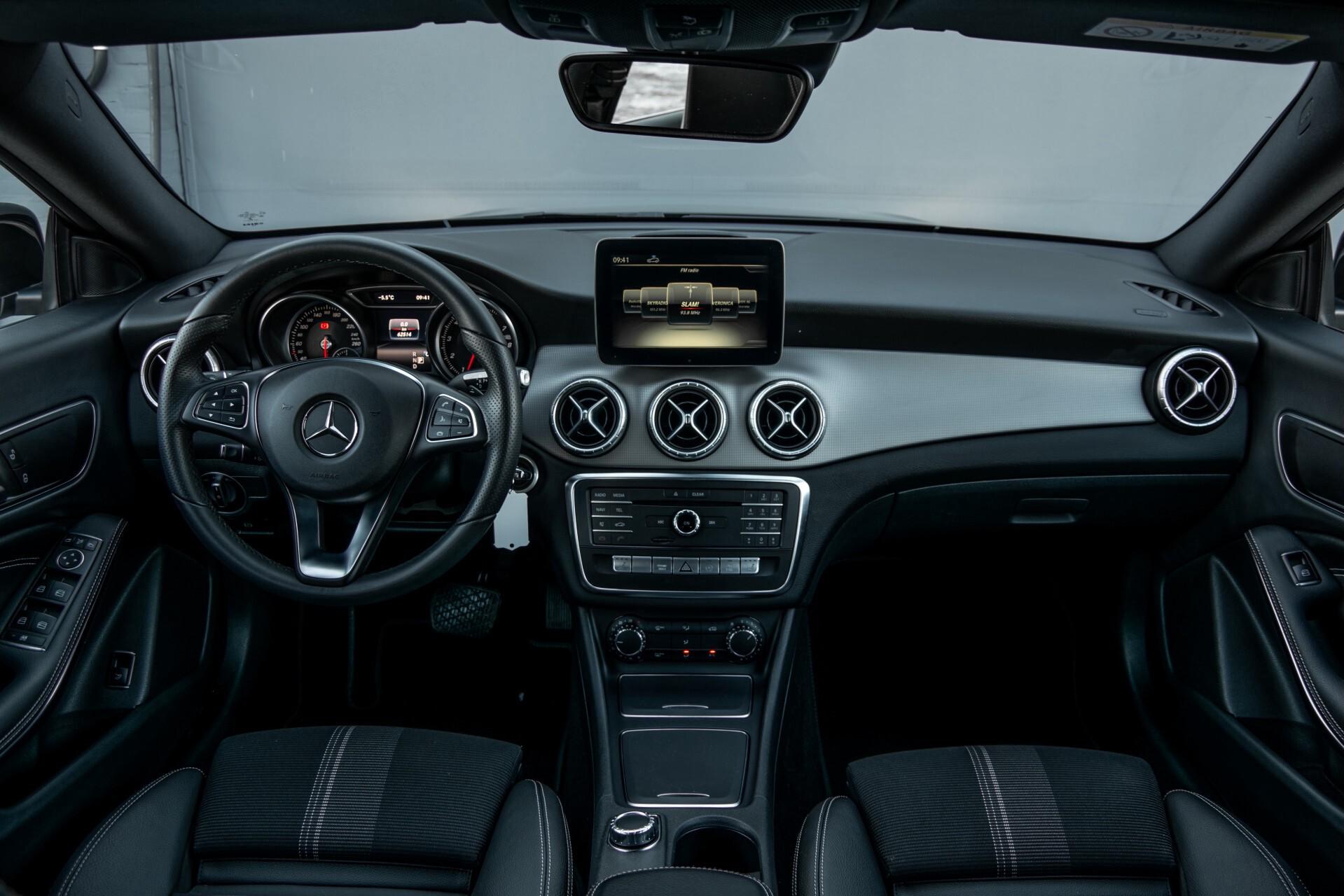 Mercedes-Benz CLA-Klasse 180 Urban Mediadisplay/Stoelverwarming/LED Aut7 Foto 8