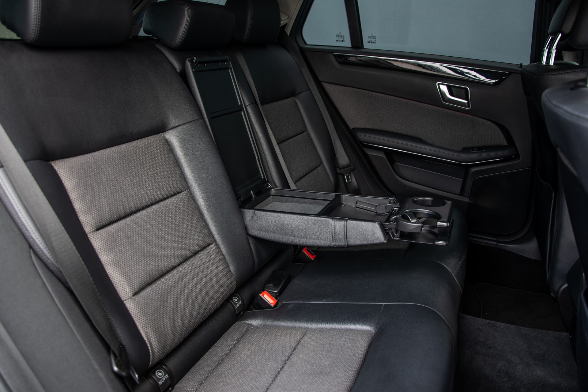 "Mercedes-Benz E-Klasse Estate 220 Cdi Avantgarde Wegklapbare trekhaak/18""/Privacyglas Aut7 Foto 4"