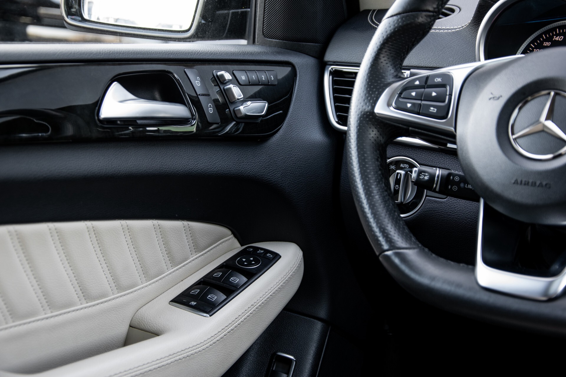 "Mercedes-Benz GLE 43 AMG 4-M Active Curve System/Distronic/Panorama/22"" Aut9 Foto 48"