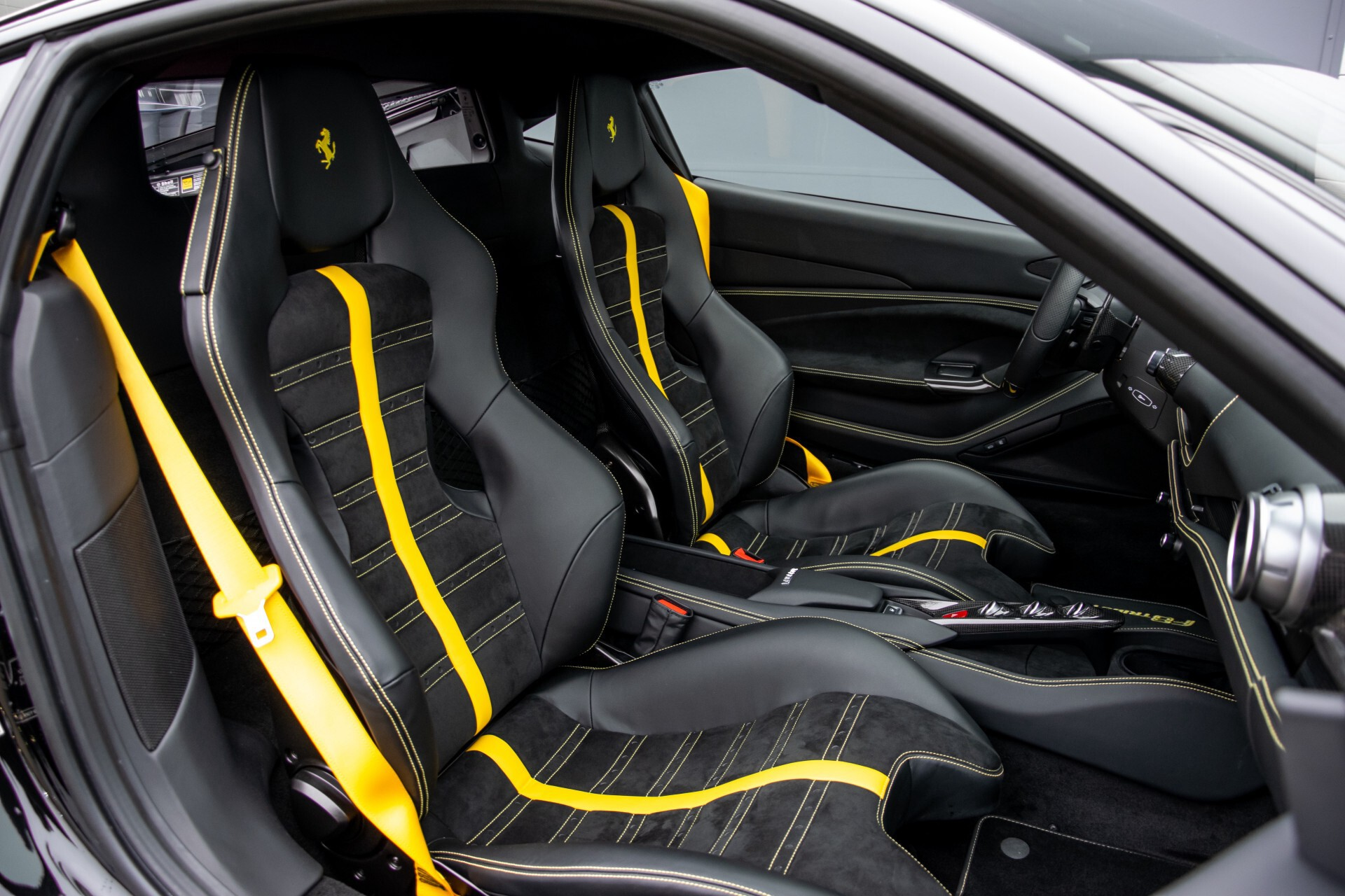 Ferrari F8 Tributo 3.9 V8 HELE Novitech Full Carbon/Lift/Racing Seats/Passenger Display/Hifi Foto 3
