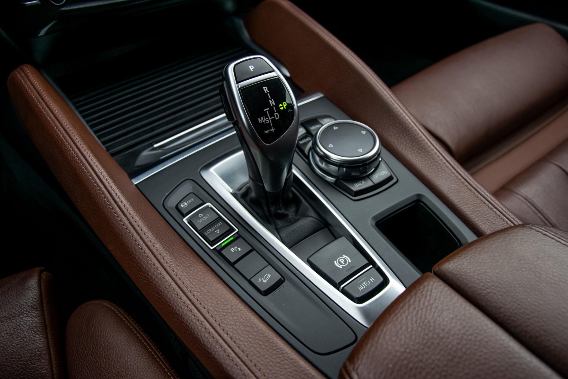 BMW X6 xDrive30d High Executive Driving Assistant/Dak/Comfortstoelen/Trekhaak Aut8 Foto 18