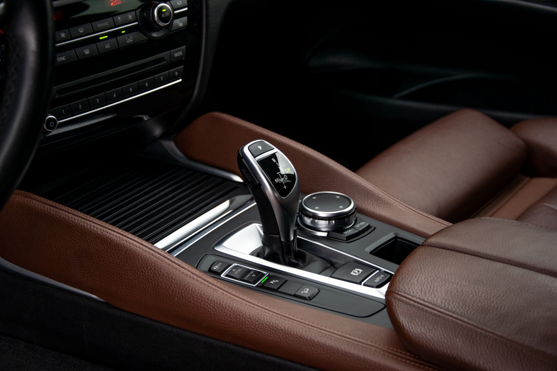 BMW X6 xDrive30d High Executive Driving Assistant/Dak/Comfortstoelen/Trekhaak Aut8 Foto 28