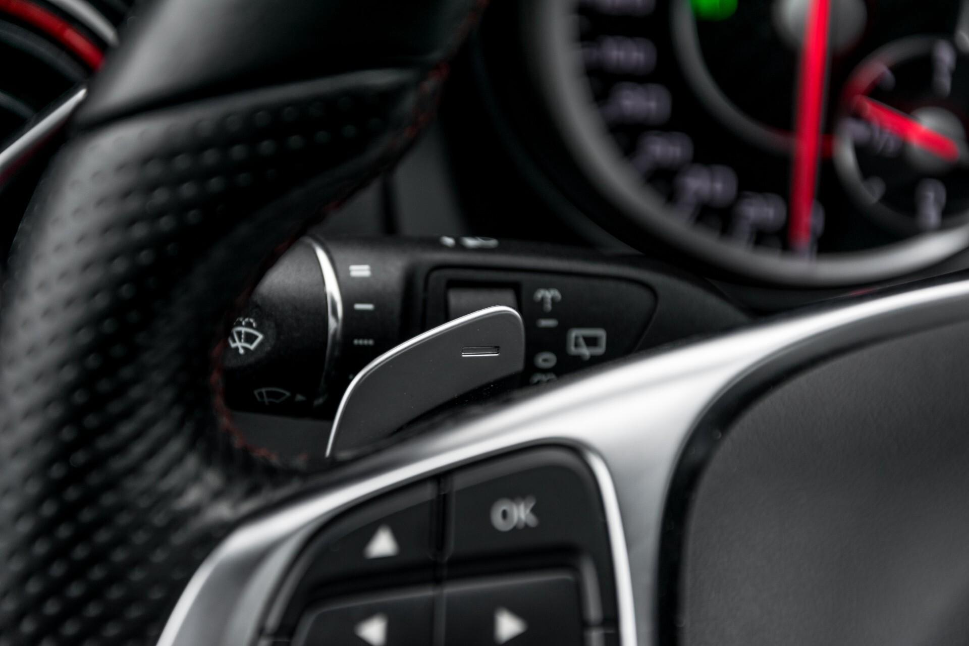 """Mercedes-Benz CLA-Klasse Shooting Brake 45 AMG 4-M Performance Stoelen/Uitlaat/19"""" velgen/Exclusive/Panorama Aut7 Foto 11"""