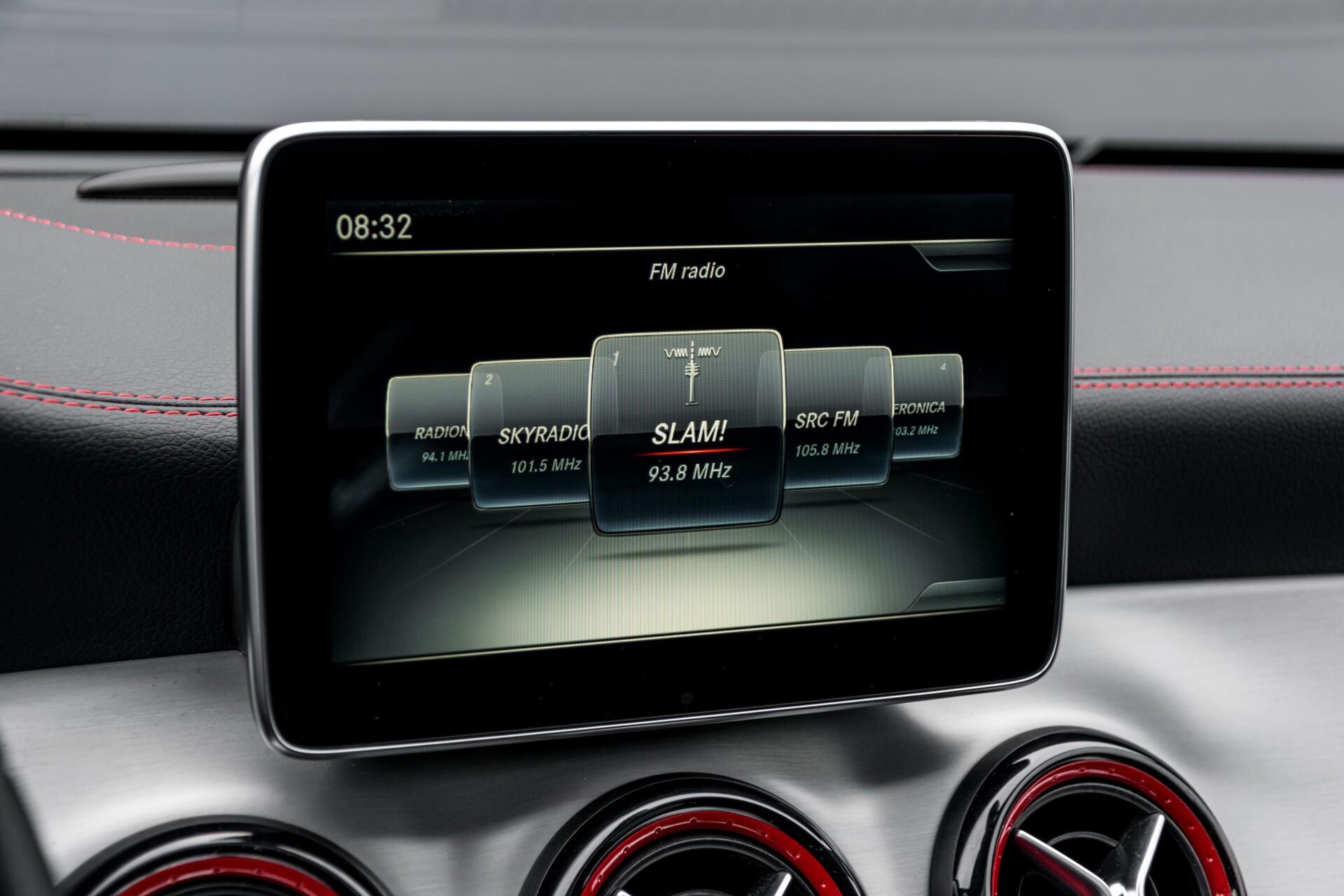 """Mercedes-Benz CLA-Klasse Shooting Brake 45 AMG 4-M Performance Stoelen/Uitlaat/19"""" velgen/Exclusive/Panorama Aut7 Foto 16"""