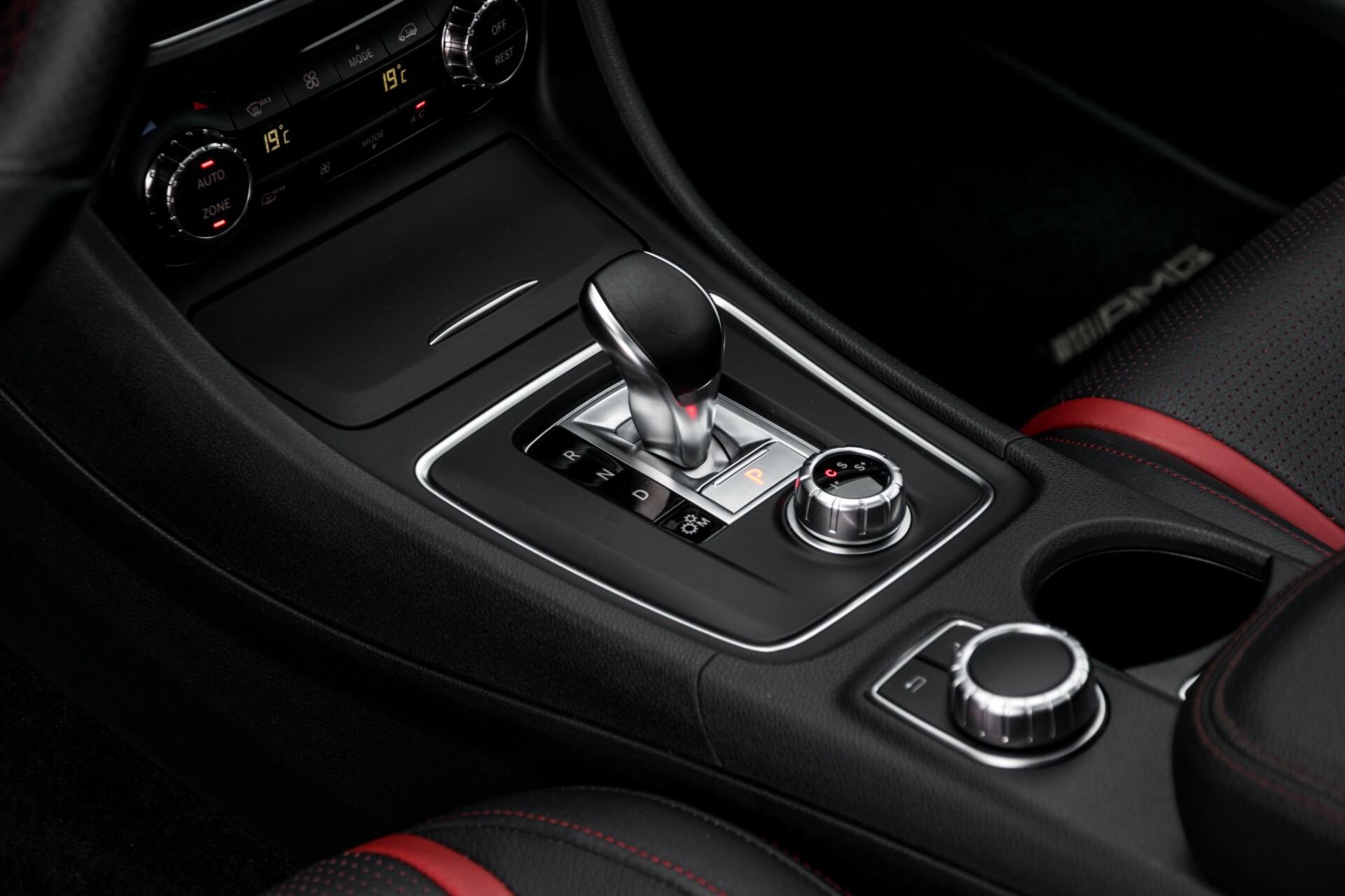 """Mercedes-Benz CLA-Klasse Shooting Brake 45 AMG 4-M Performance Stoelen/Uitlaat/19"""" velgen/Exclusive/Panorama Aut7 Foto 17"""