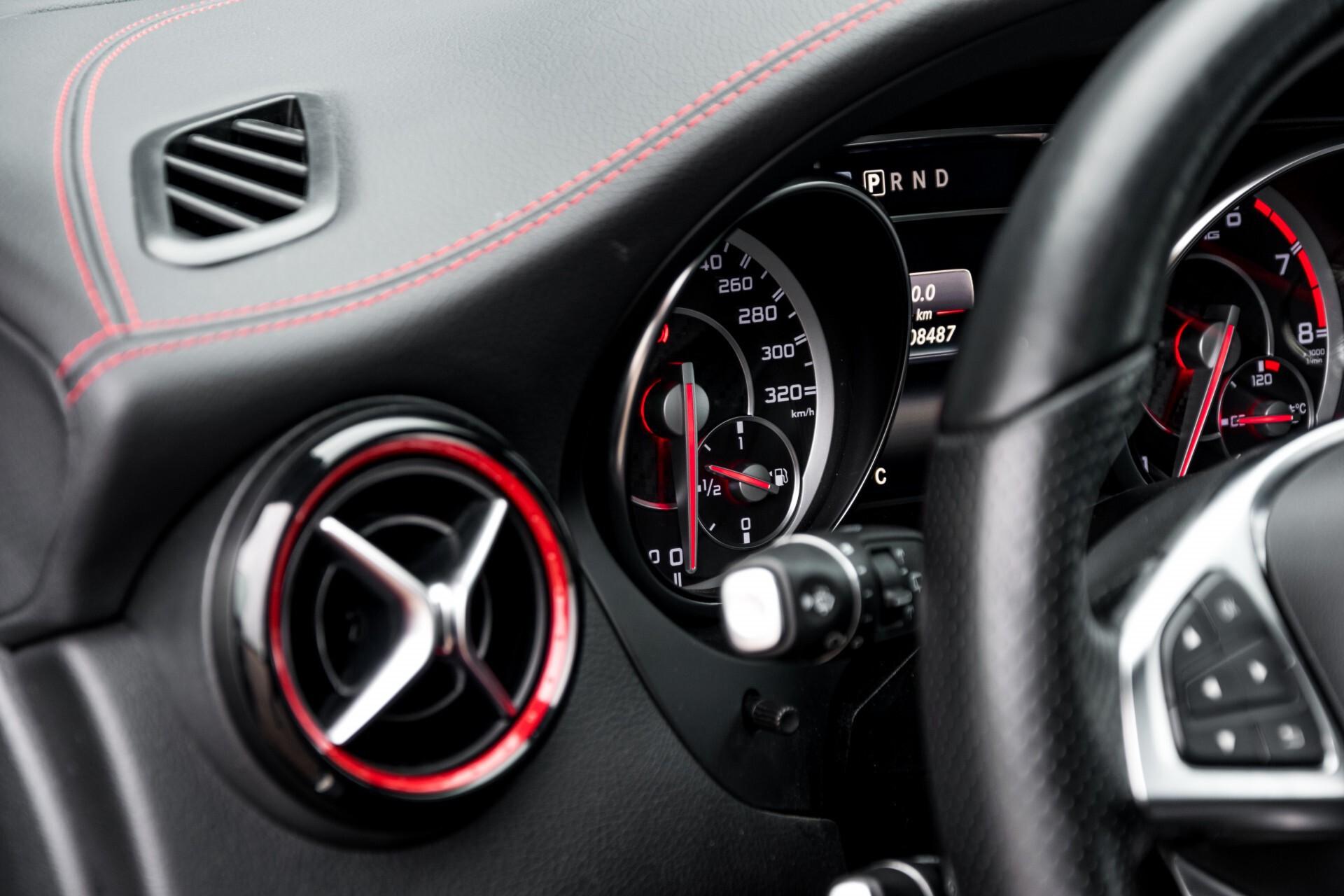 """Mercedes-Benz CLA-Klasse Shooting Brake 45 AMG 4-M Performance Stoelen/Uitlaat/19"""" velgen/Exclusive/Panorama Aut7 Foto 27"""