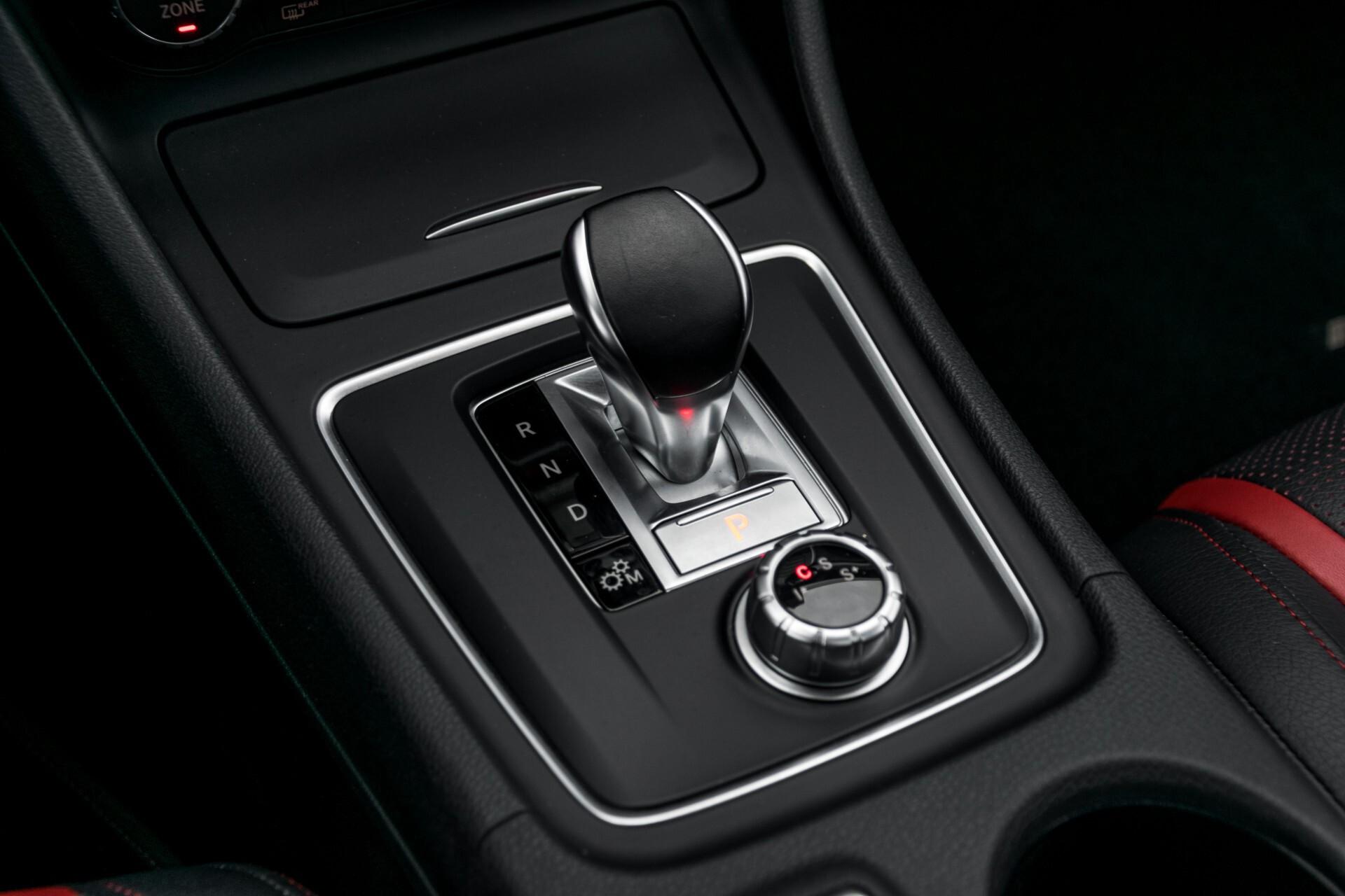 """Mercedes-Benz CLA-Klasse Shooting Brake 45 AMG 4-M Performance Stoelen/Uitlaat/19"""" velgen/Exclusive/Panorama Aut7 Foto 37"""