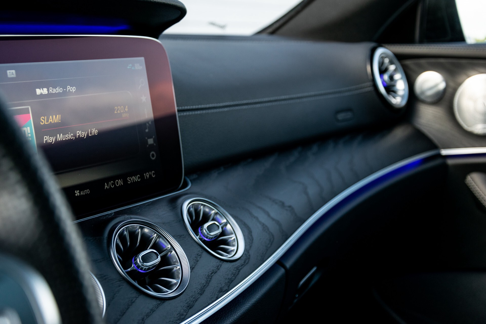 Mercedes-Benz E-Klasse Coupé 300 AMG Panorama/Rij-assist/Keyless/Massage/Memory/HUD/Standkachel/Night Aut9 Foto 28