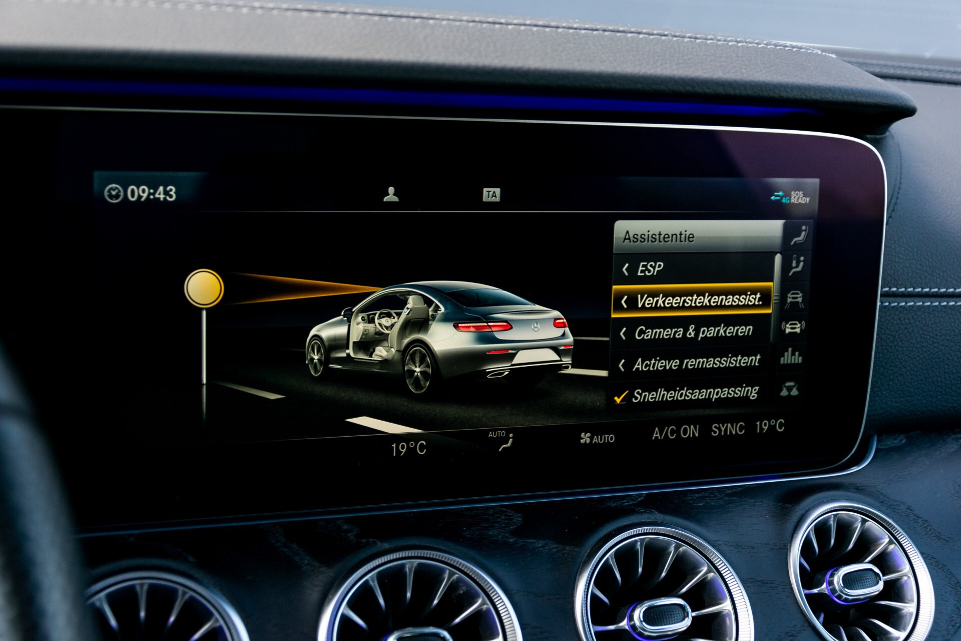 Mercedes-Benz E-Klasse Coupé 300 AMG Panorama/Rij-assist/Keyless/Massage/Memory/HUD/Standkachel/Night Aut9 Foto 35