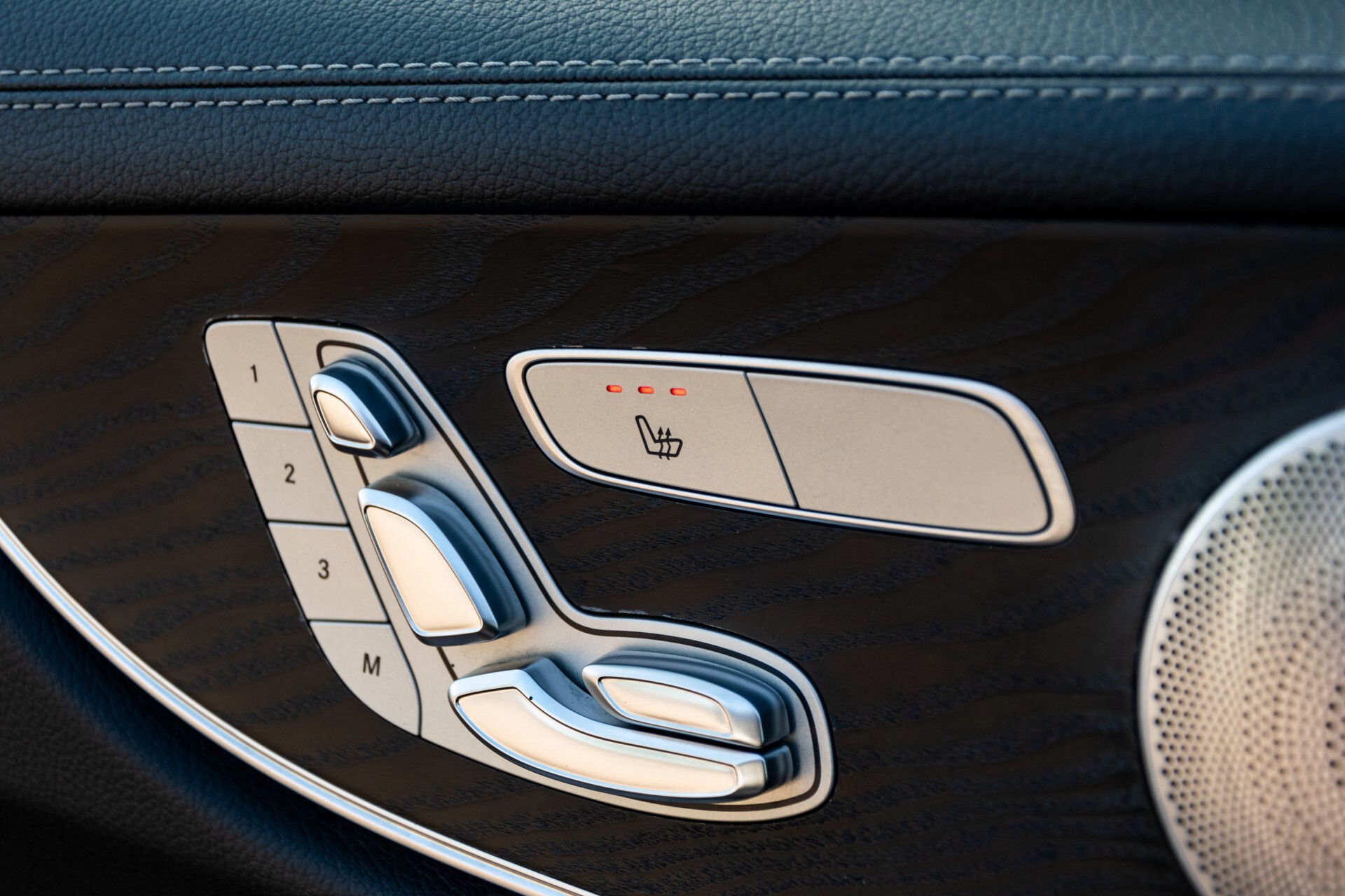 Mercedes-Benz E-Klasse Coupé 300 AMG Panorama/Rij-assist/Keyless/Massage/Memory/HUD/Standkachel/Night Aut9 Foto 36
