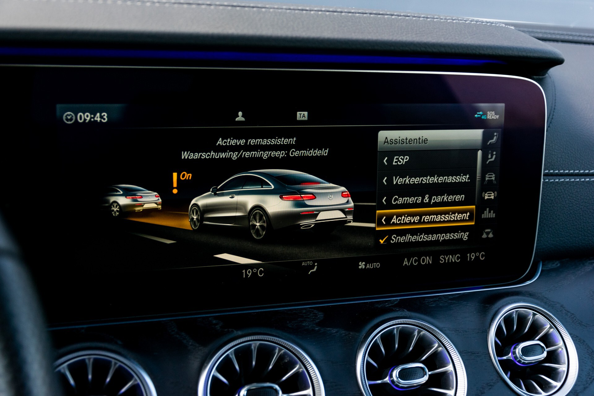 Mercedes-Benz E-Klasse Coupé 300 AMG Panorama/Rij-assist/Keyless/Massage/Memory/HUD/Standkachel/Night Aut9 Foto 39