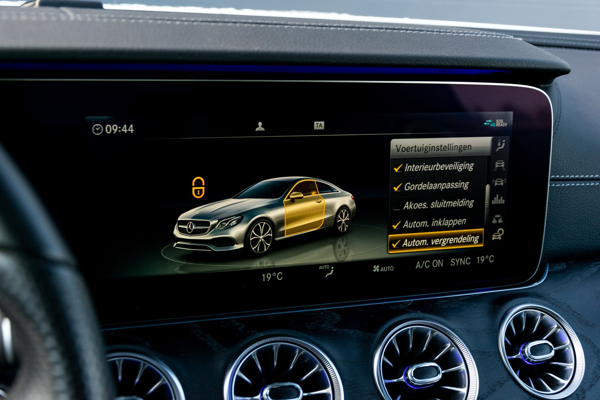 Mercedes-Benz E-Klasse Coupé 300 AMG Panorama/Rij-assist/Keyless/Massage/Memory/HUD/Standkachel/Night Aut9 Foto 53