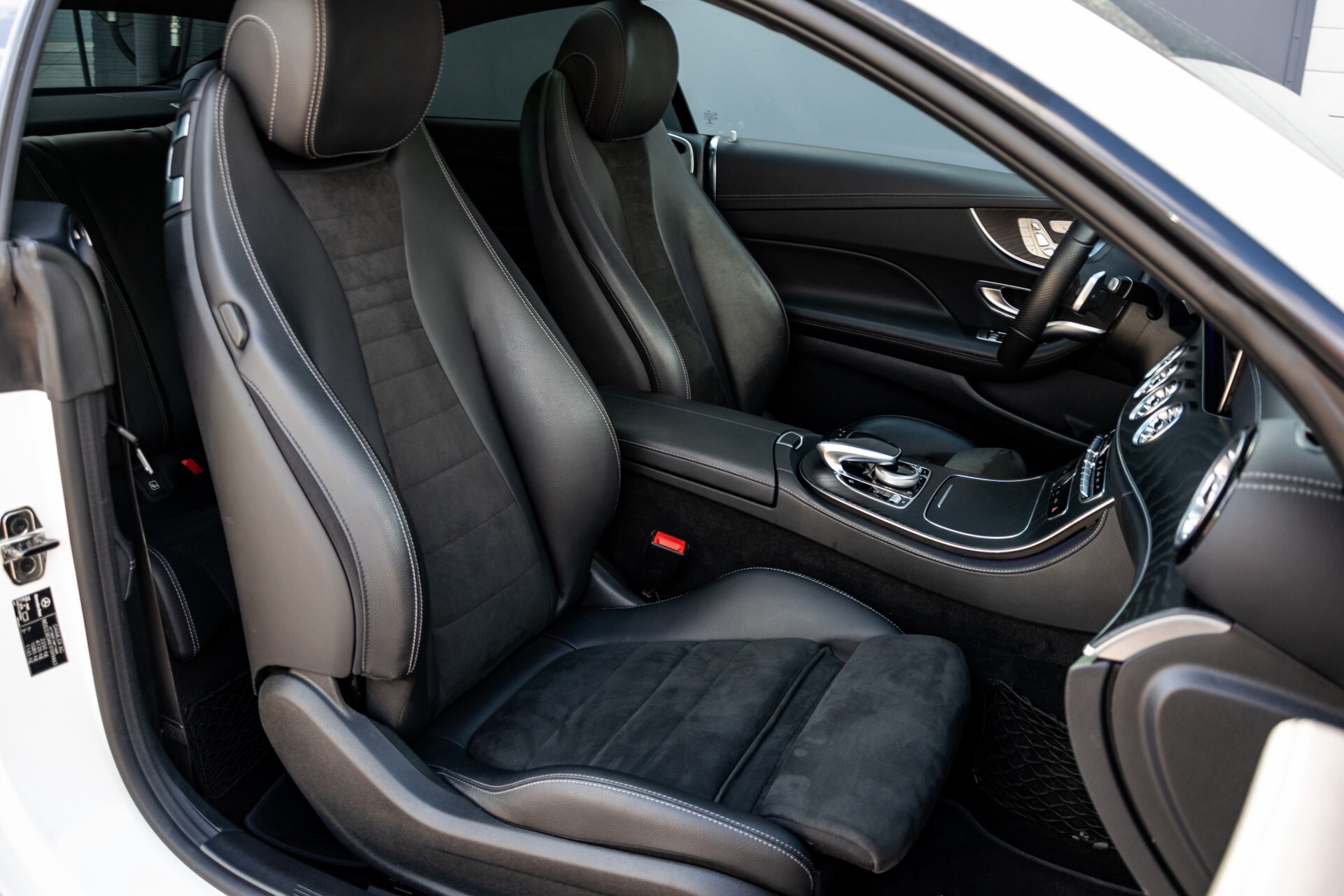 Mercedes-Benz E-Klasse Coupé 300 AMG Panorama/Rij-assist/Keyless/Massage/Memory/HUD/Standkachel/Night Aut9 Foto 7