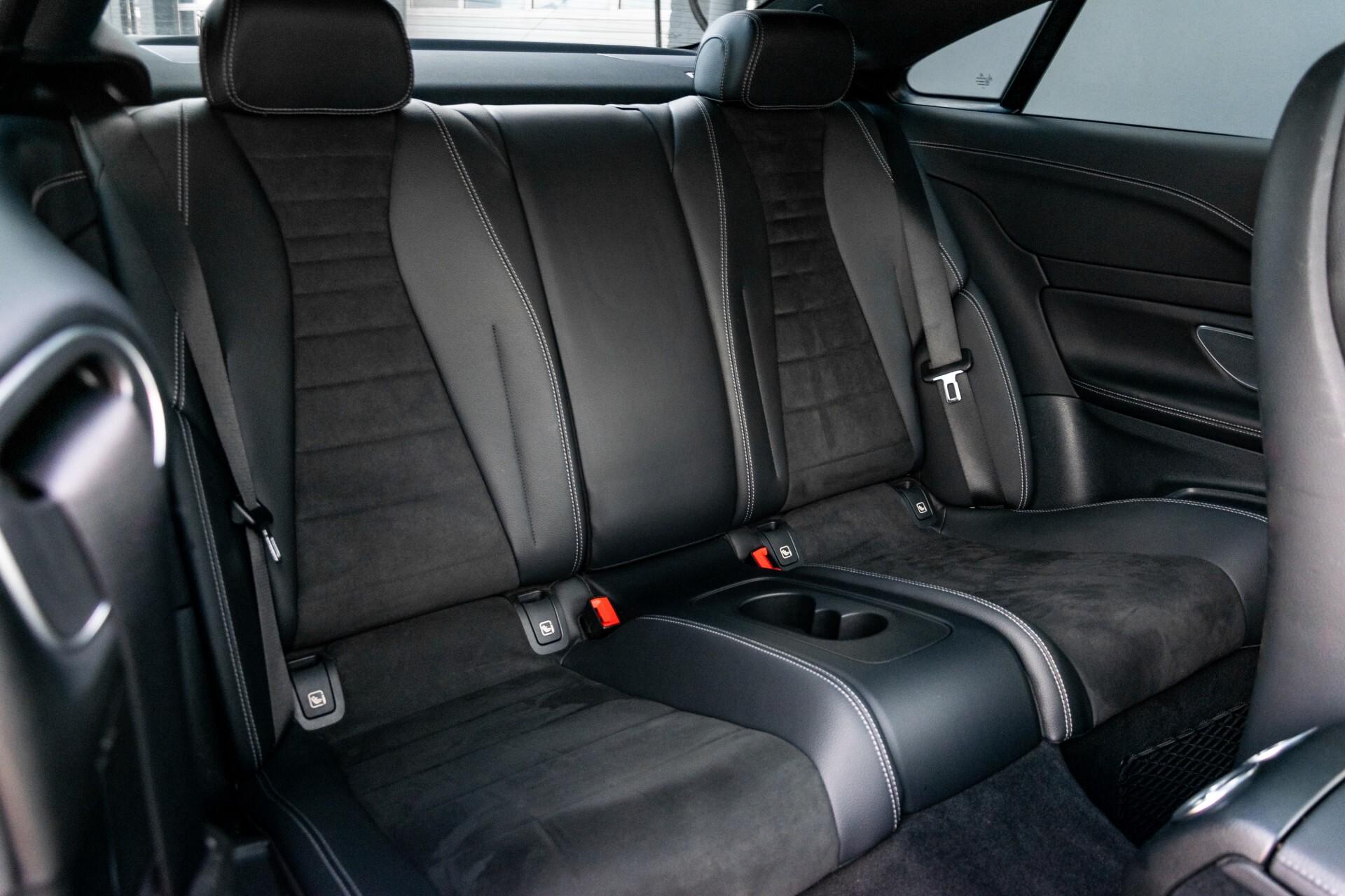 Mercedes-Benz E-Klasse Coupé 300 AMG Panorama/Rij-assist/Keyless/Massage/Memory/HUD/Standkachel/Night Aut9 Foto 8