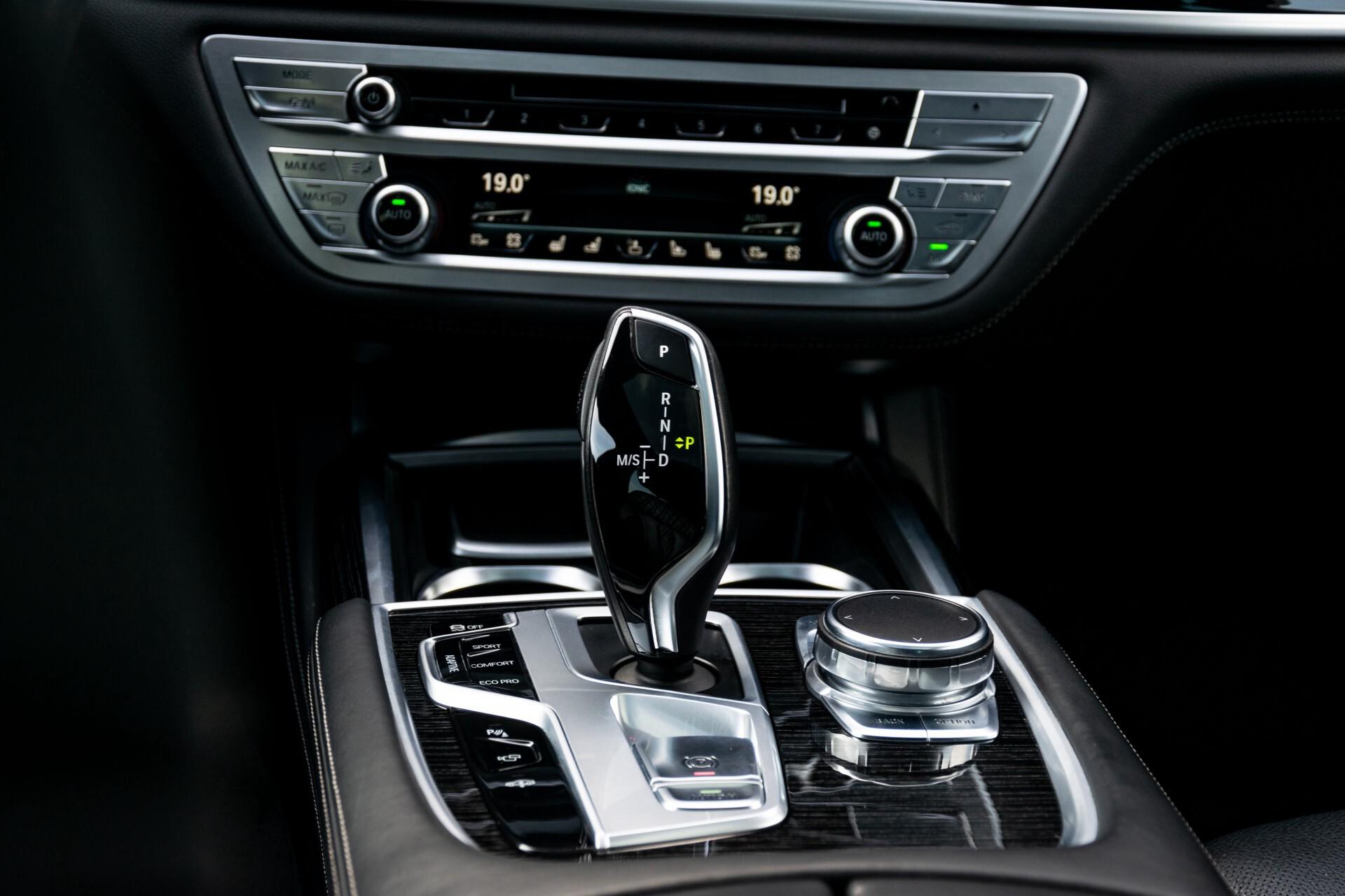 BMW 7 Serie 740d xDrive M-Sport High Executive Full Options Aut8 Foto 30