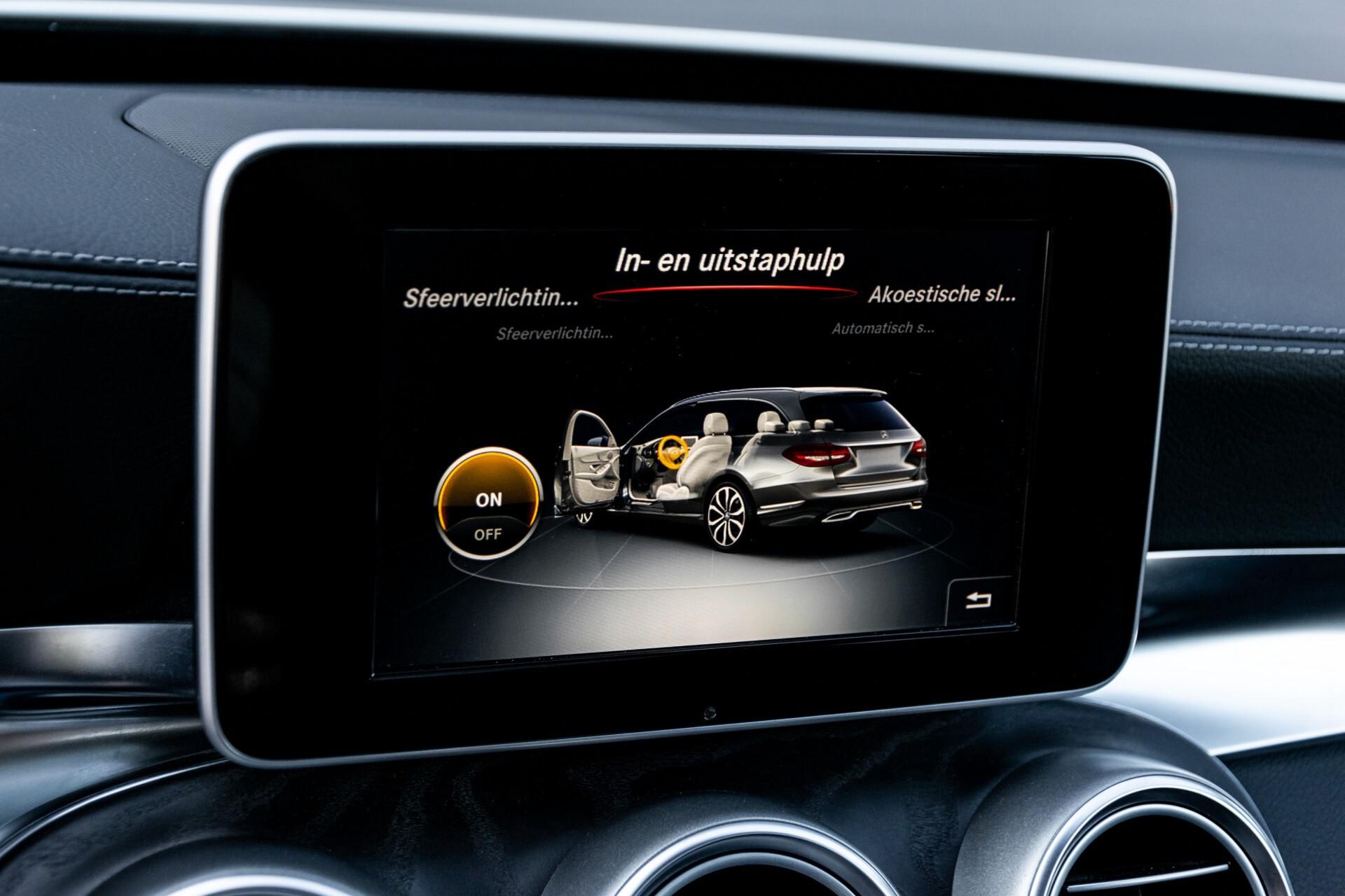 Mercedes-Benz C-Klasse Estate 220 Bluetec AMG Panorama/HUD/Memory Aut7 Foto 33