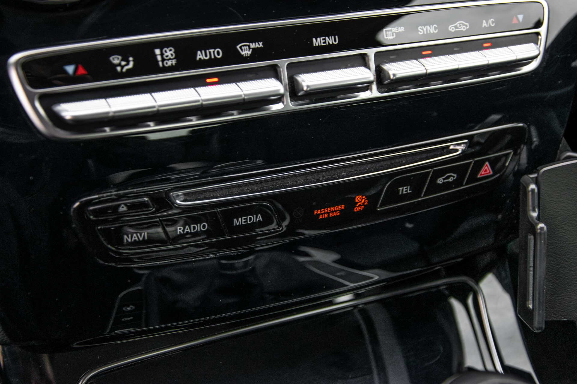 Mercedes-Benz C-Klasse 180 Bluetec Lease Edition Intelligent Light System/Cruise Control/Navi Foto 19