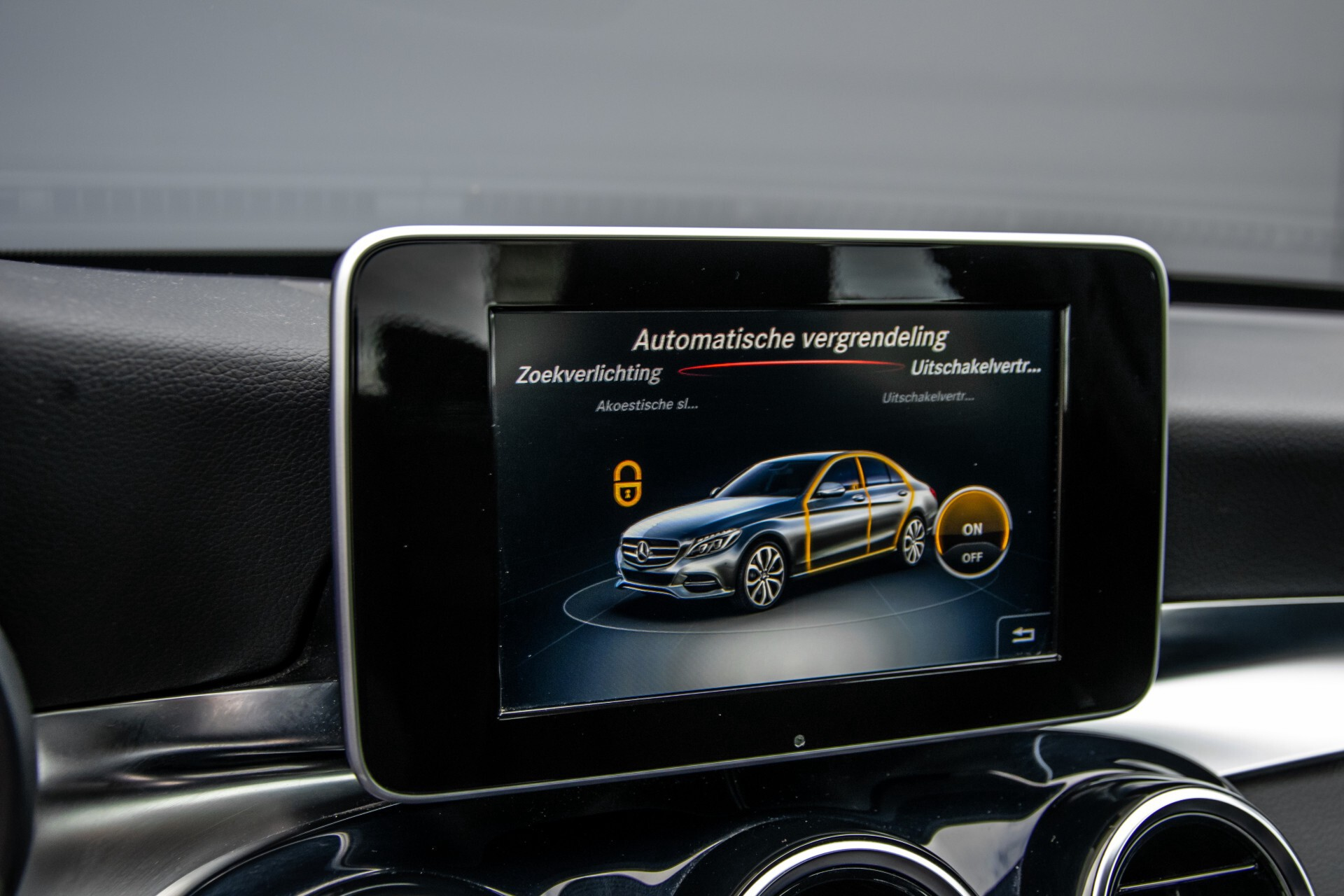 Mercedes-Benz C-Klasse 180 Bluetec Lease Edition Intelligent Light System/Cruise Control/Navi Foto 22