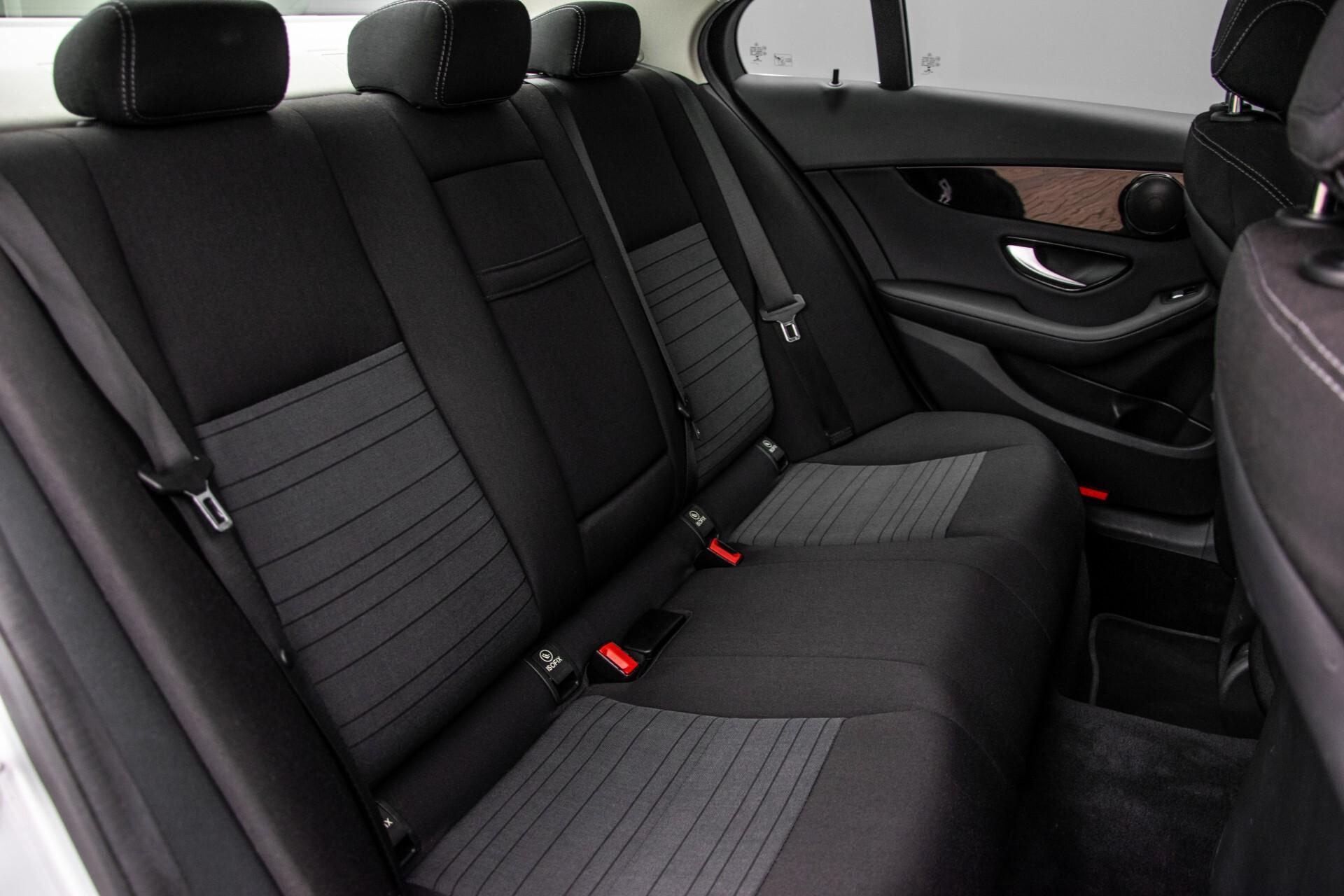 Mercedes-Benz C-Klasse 180 Bluetec Lease Edition Intelligent Light System/Cruise Control/Navi Foto 4
