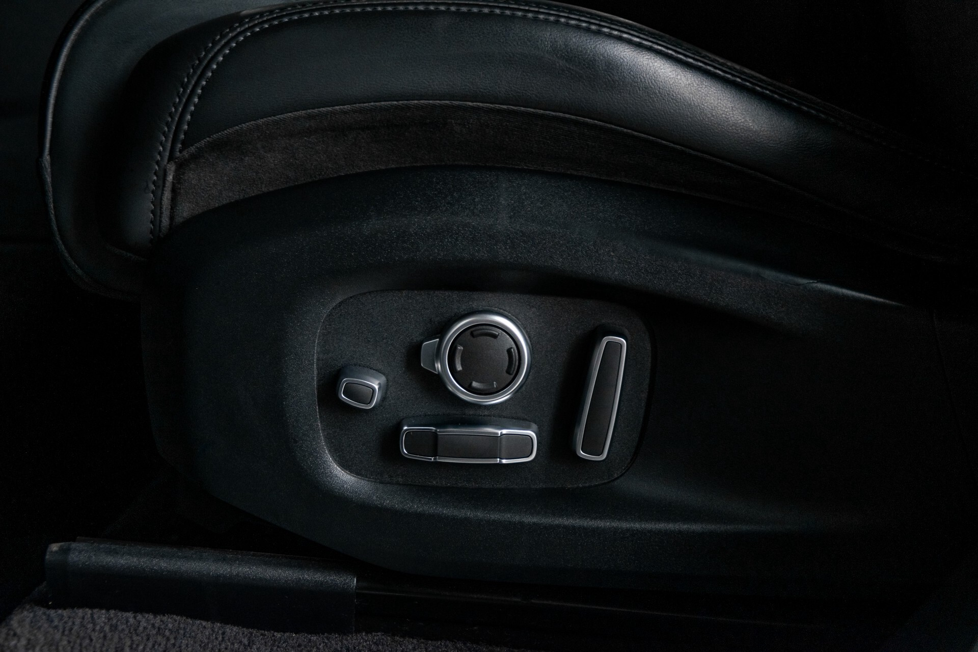 Land Rover Range Rover Sport SVR 5.0 Supercharged 575pk Full Carbon Nieuwprijs €241377 Foto 45