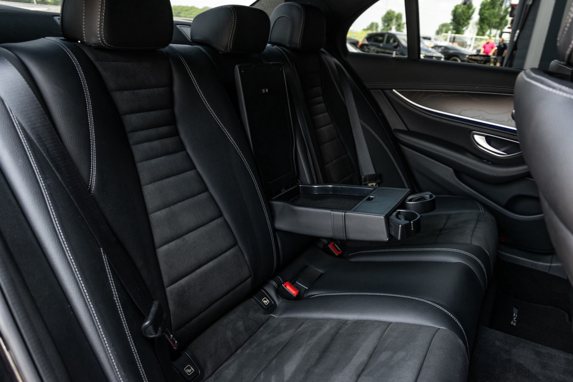 "Mercedes-Benz E-Klasse 220 d AMG Night Panorama/Widescreen/Burmester/20""/Wegklapbare trekhaak Aut9 Foto 4"