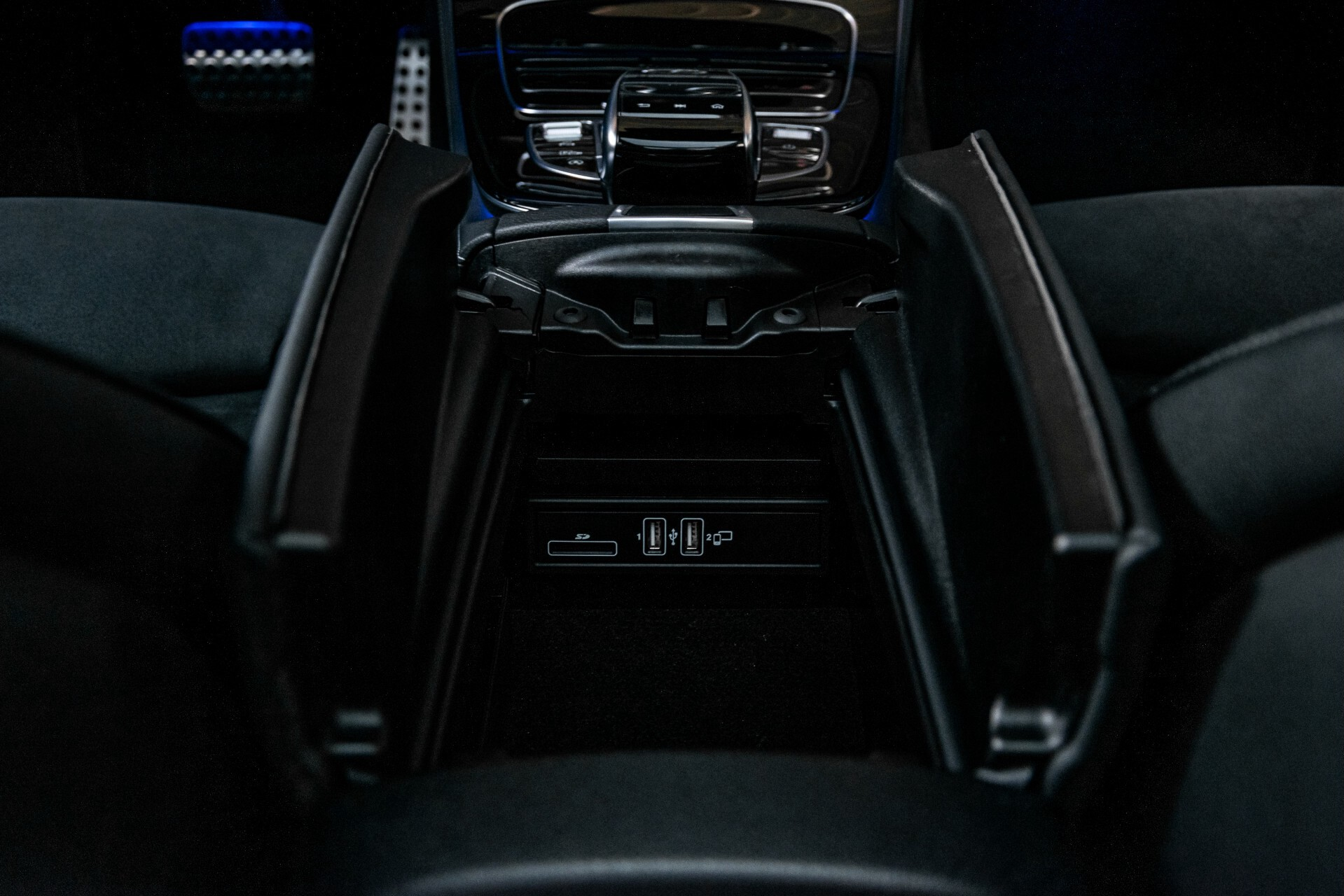 "Mercedes-Benz E-Klasse 220 d AMG Night Panorama/Widescreen/Burmester/20""/Wegklapbare trekhaak Aut9 Foto 52"