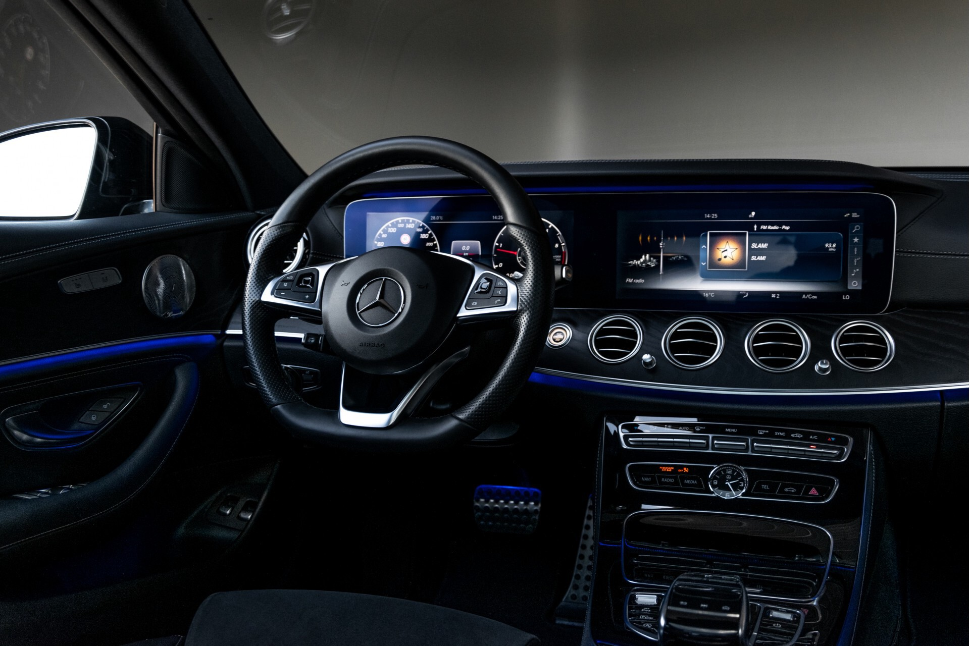 "Mercedes-Benz E-Klasse 220 d AMG Night Panorama/Widescreen/Burmester/20""/Wegklapbare trekhaak Aut9 Foto 6"