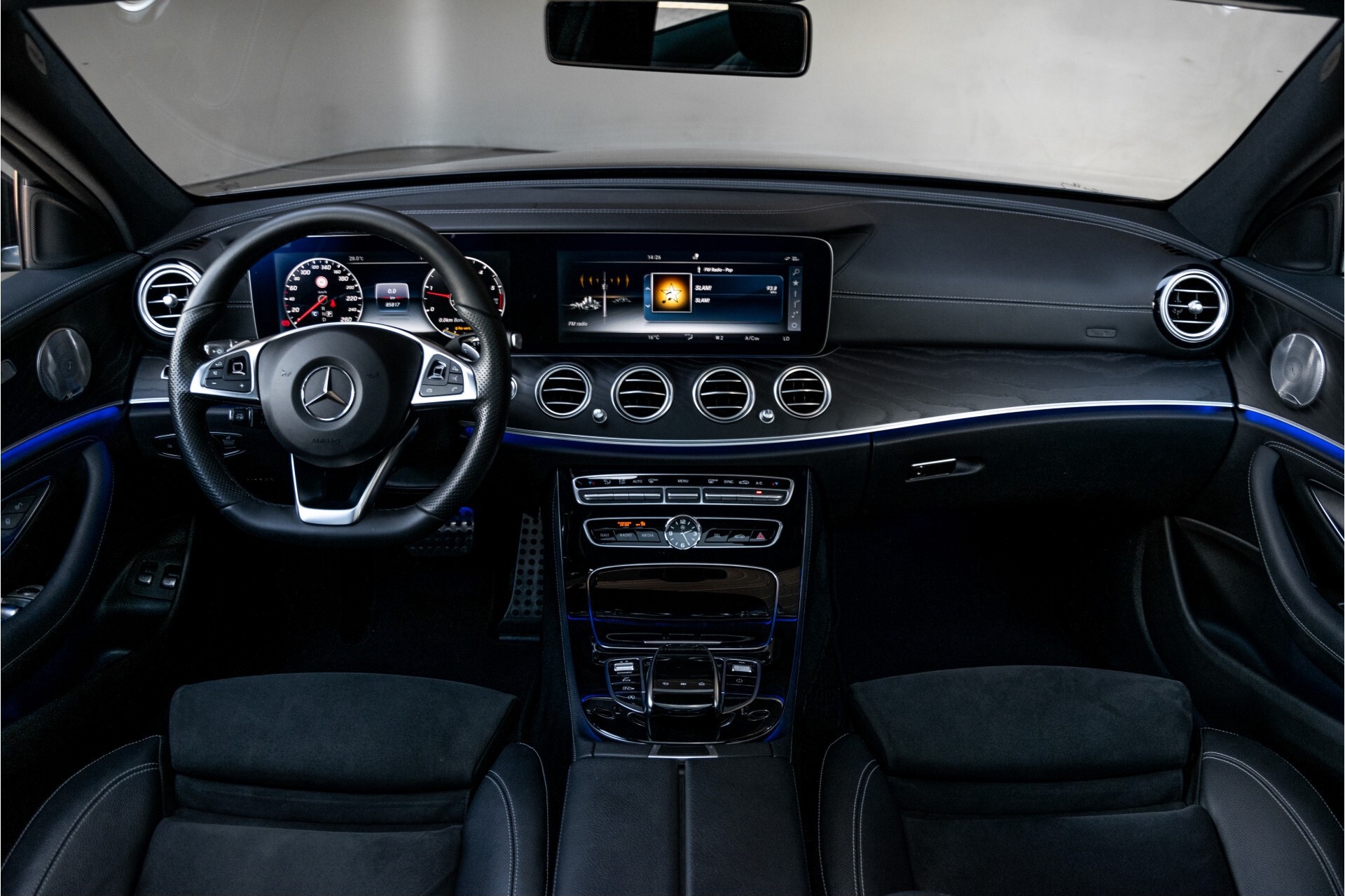 "Mercedes-Benz E-Klasse 220 d AMG Night Panorama/Widescreen/Burmester/20""/Wegklapbare trekhaak Aut9 Foto 8"