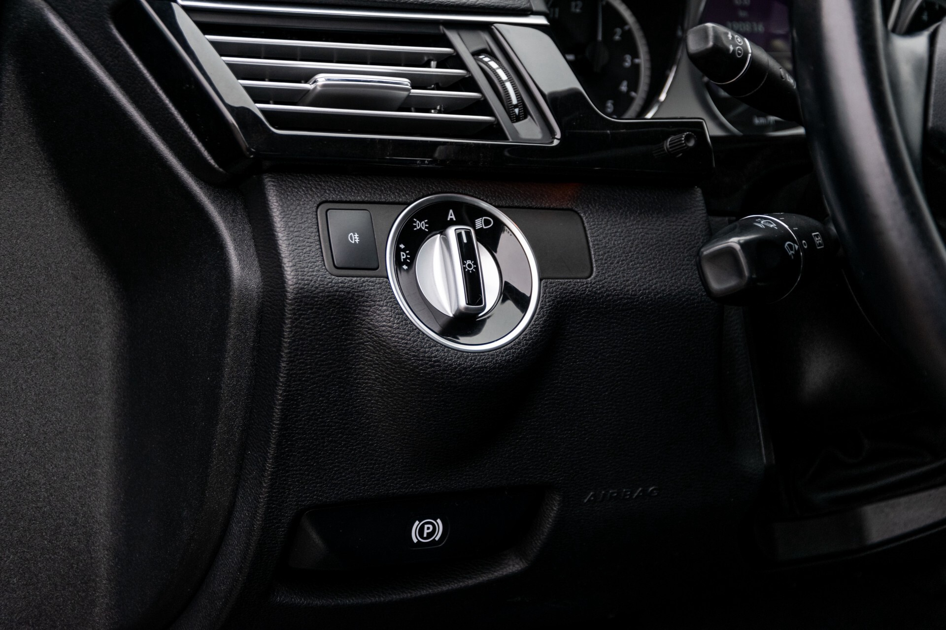 Mercedes-Benz E-Klasse 200 CGI Avantgarde Busines Class Aut5 Foto 29