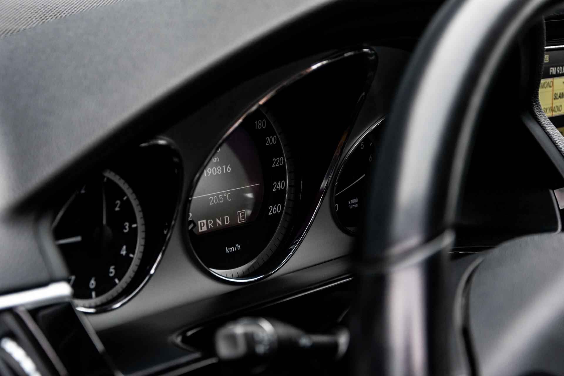 Mercedes-Benz E-Klasse 200 CGI Avantgarde Busines Class Aut5 Foto 30